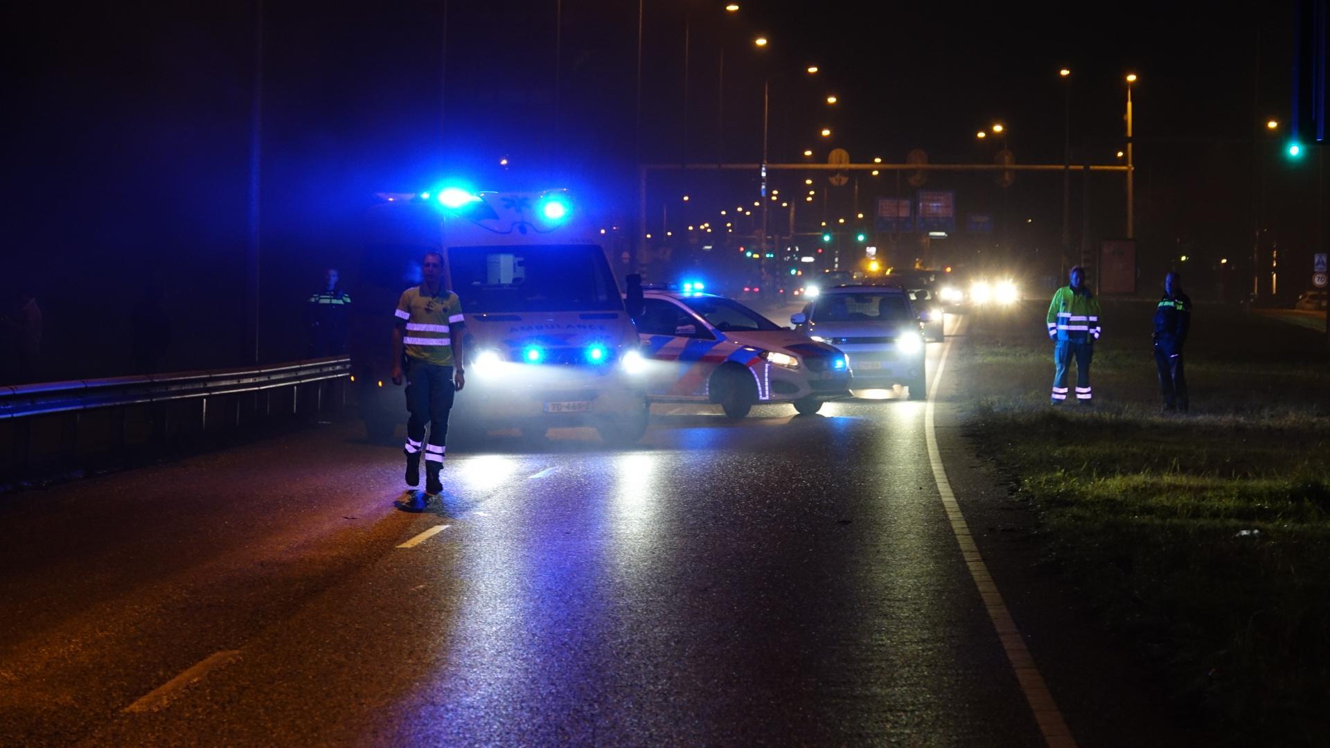 Auto vliegt rijdend in brand in Hoorn, Provincialeweg afgesloten