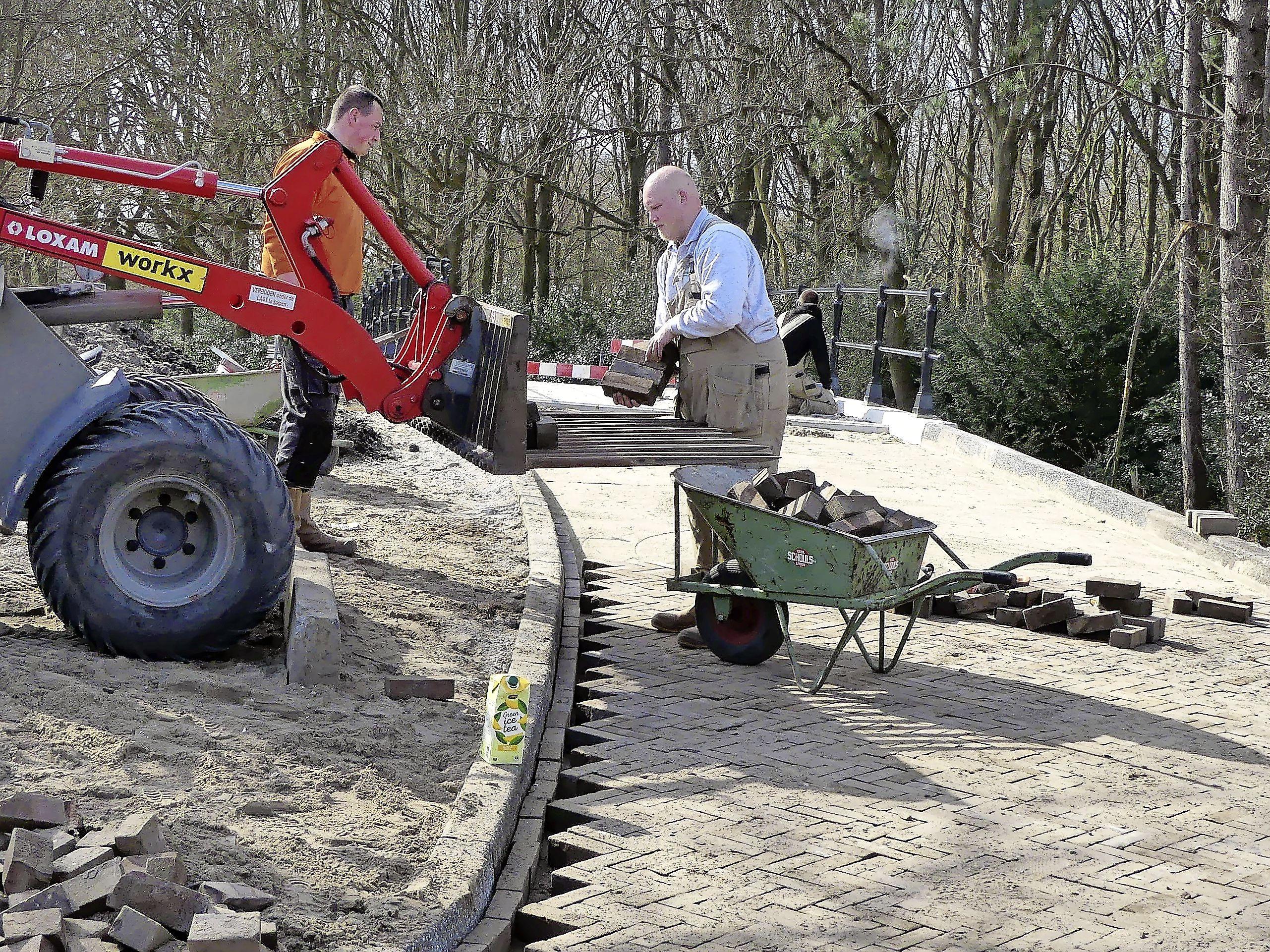 Thomasbrug nabij Gemeentelijk Sportpark Noordwijk nadert voltooiing