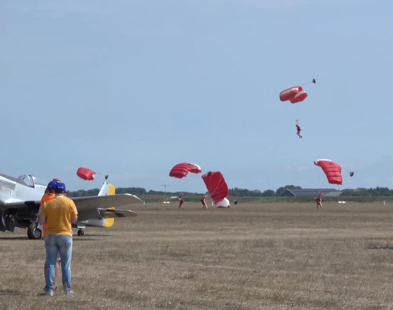 Honderden vliegtuigen en bijzondere hoogtepunten op Texel Airshow [video]
