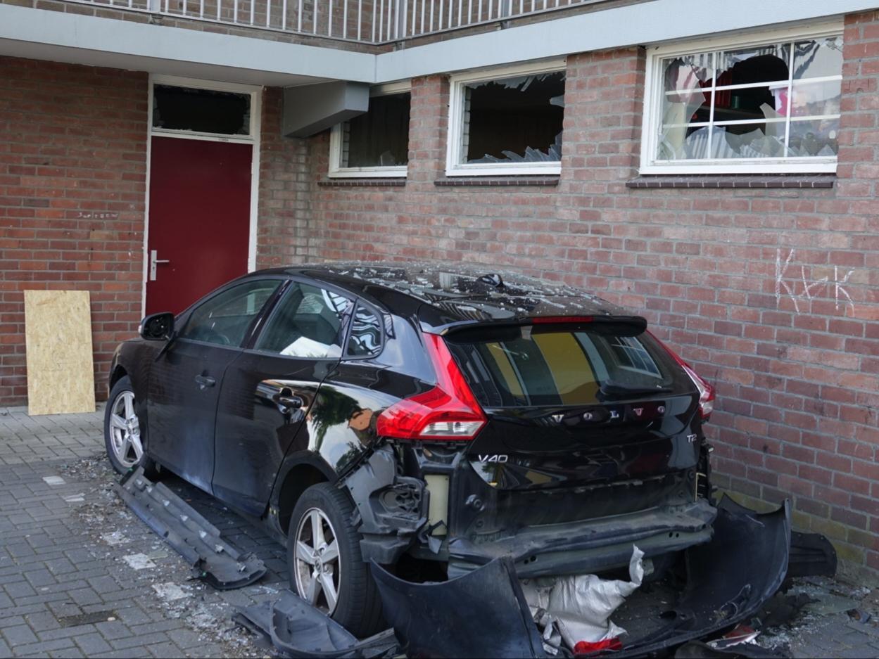 Auto's en woningen beschadigd bij explosie in Krommenie