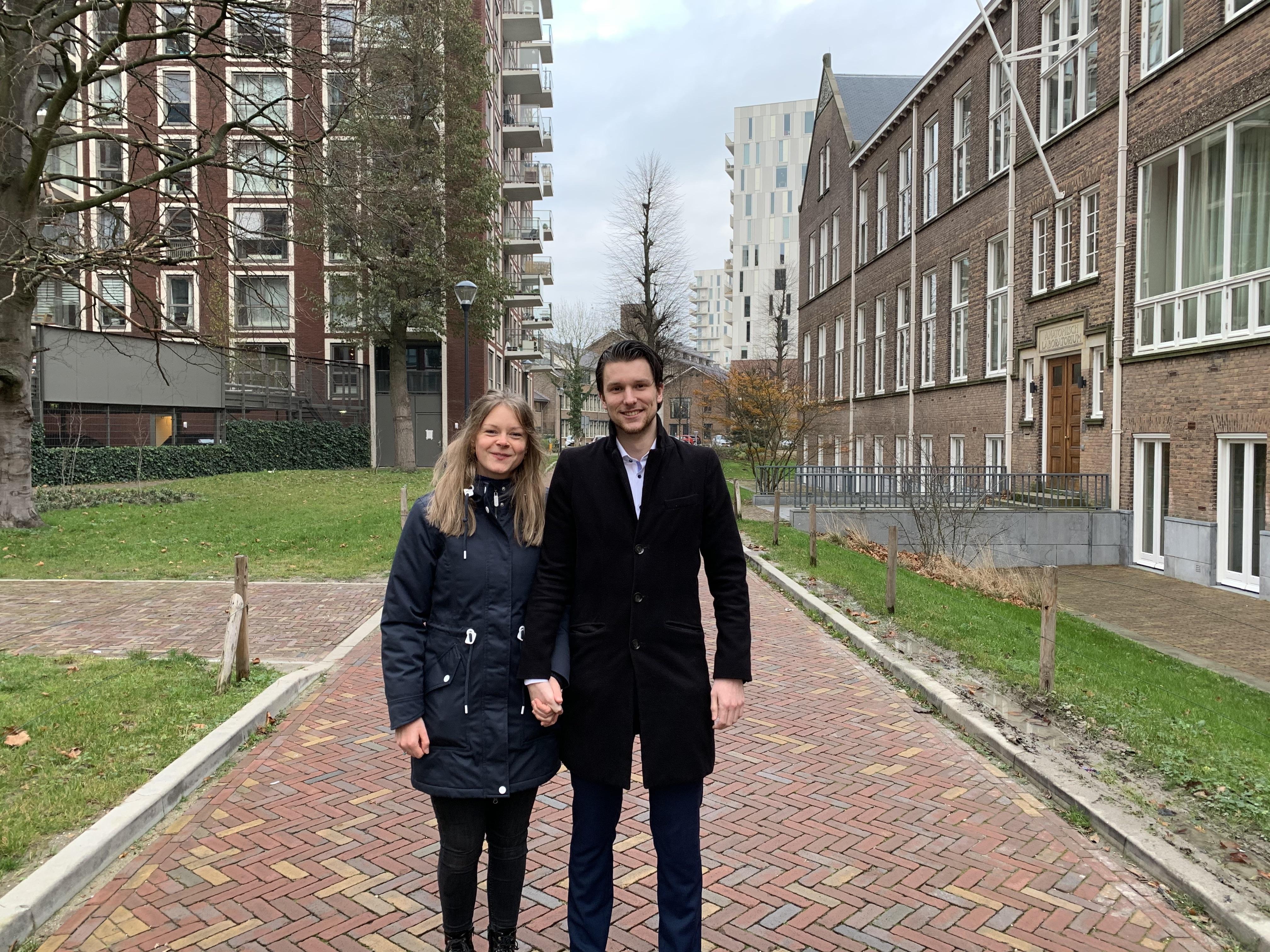 Mandy (24) en Robin (25) zijn in coronatijd naar de Pesthuiswijk verhuisd. 'We hebben nog niet veel contact met de buurt, daar hoopten we wel op'