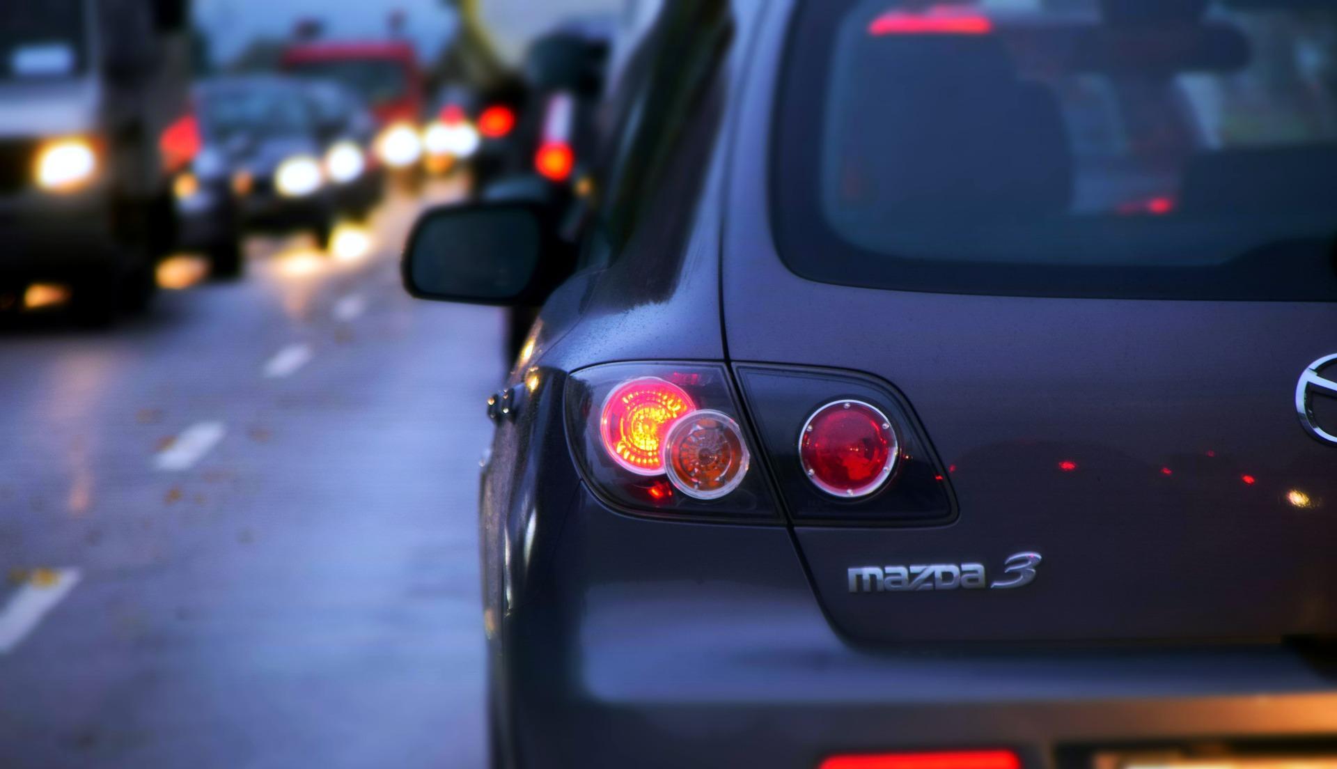 Kettingbotsing met 7 auto's op snelweg A5, verbindingsweg A4 dicht