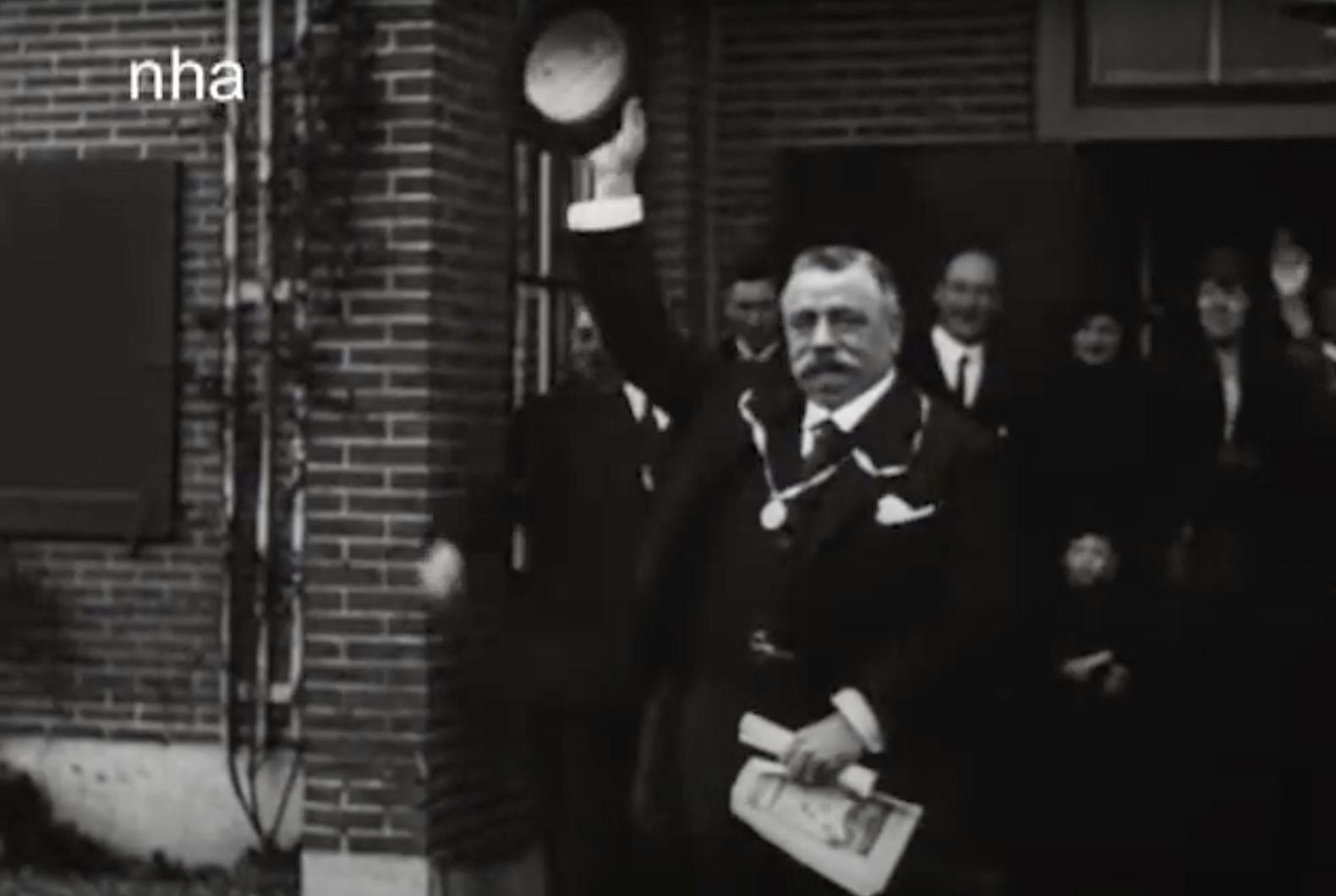 Bewegend Verleden: een groot feest voor de burgemeester van Zandvoort [video]