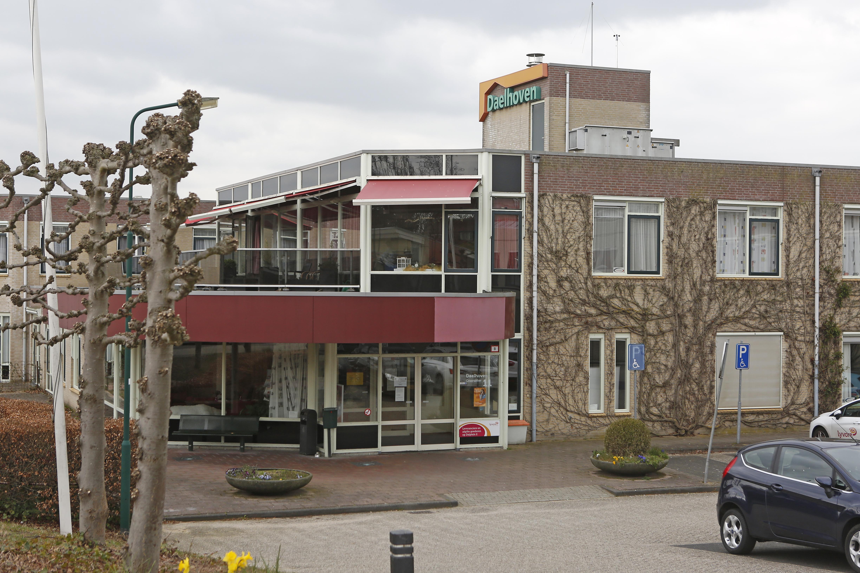 Aantal besmettingen in verpleeghuis Daelhoven in Soest blijft oplopen; In totaal 23 bewoners positief getest, vier overleden; Lyvore opent weer speciale corona-afdeling