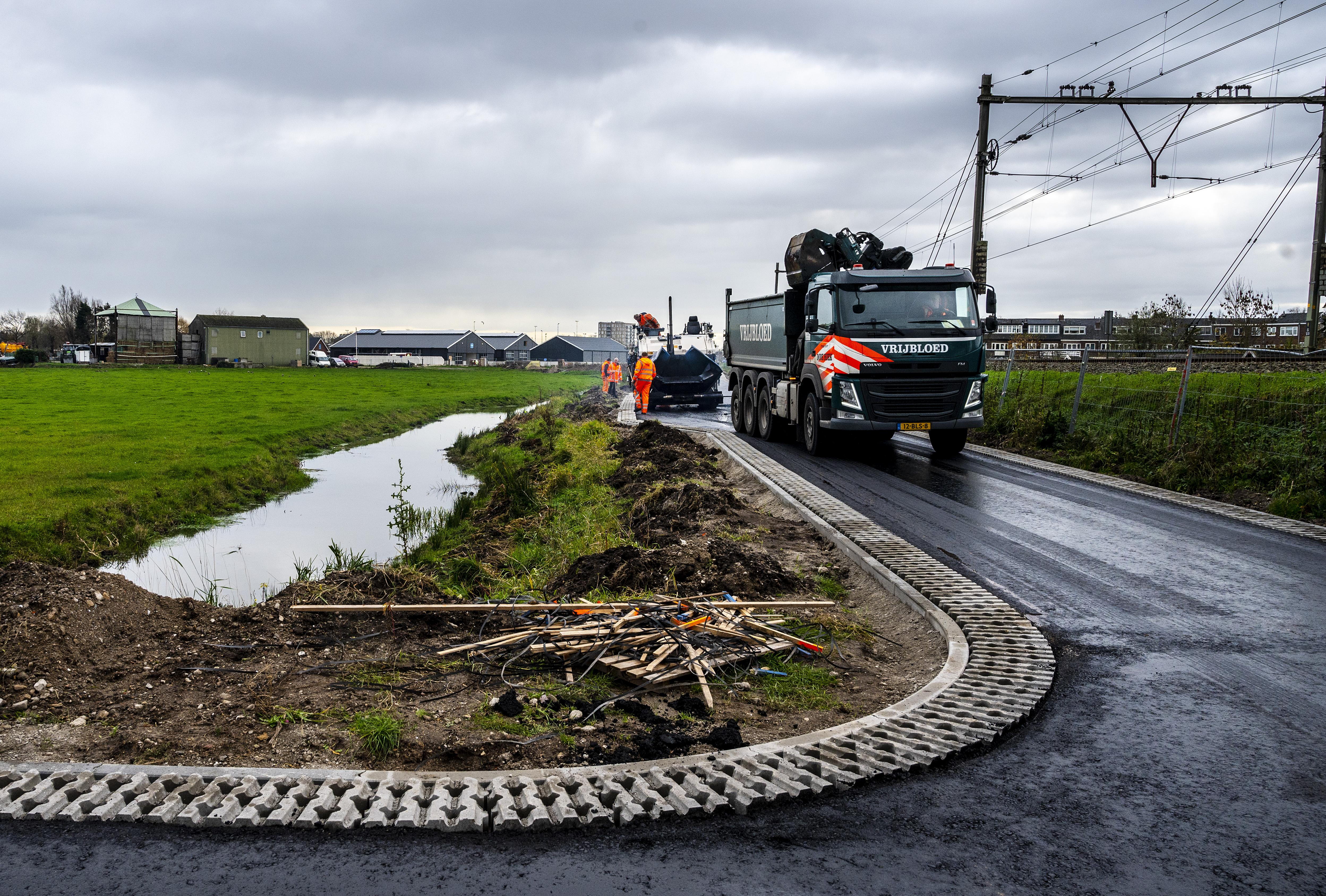 Nieuwe ontsluitingsweg langs spoor in Santpoort-Zuid bijna klaar