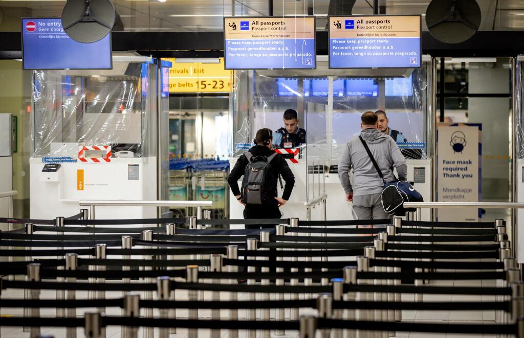 Agressieve vrouw zorgt voor flink veel overlast op vlucht van Barcelona naar Schiphol