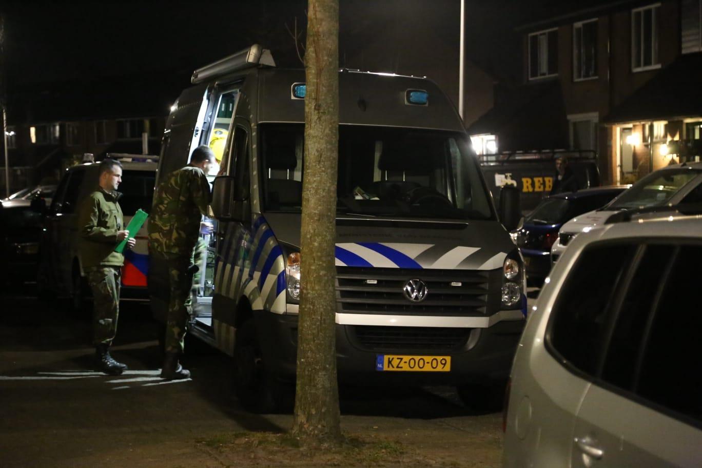 Politie vindt explosief en wapens bij huiszoeking in Huizen