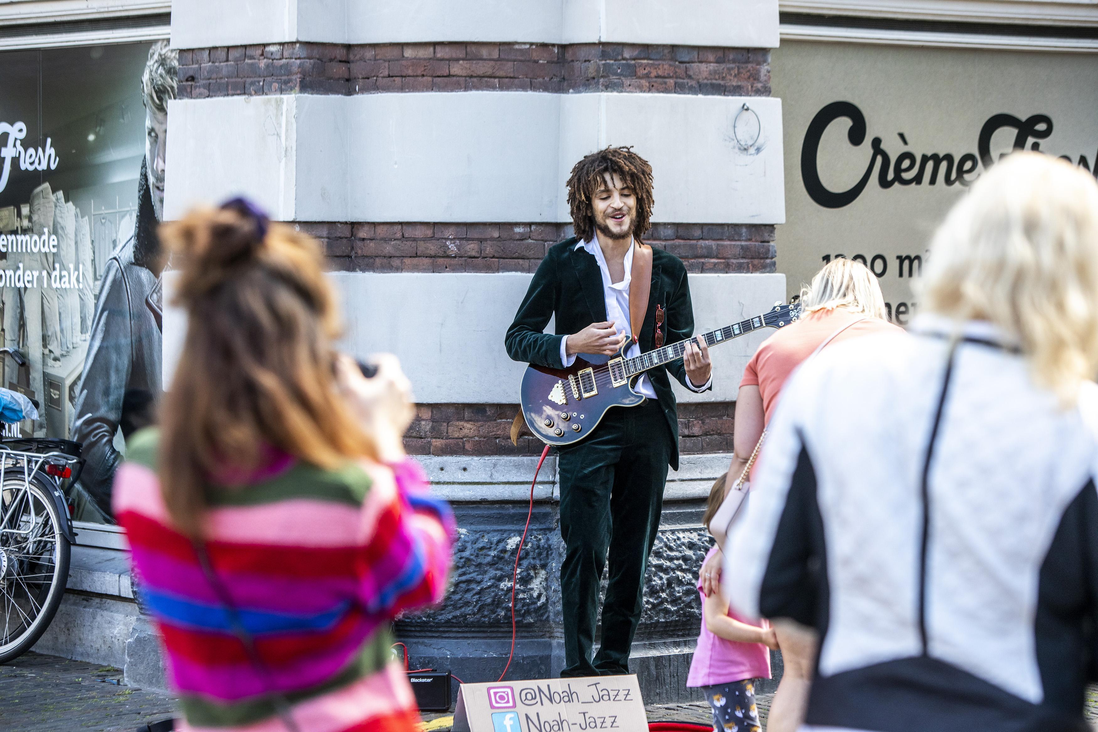 Eerste editie Koperen Ko-rona in Haarlem: straatmuziek met vallen en opstaan
