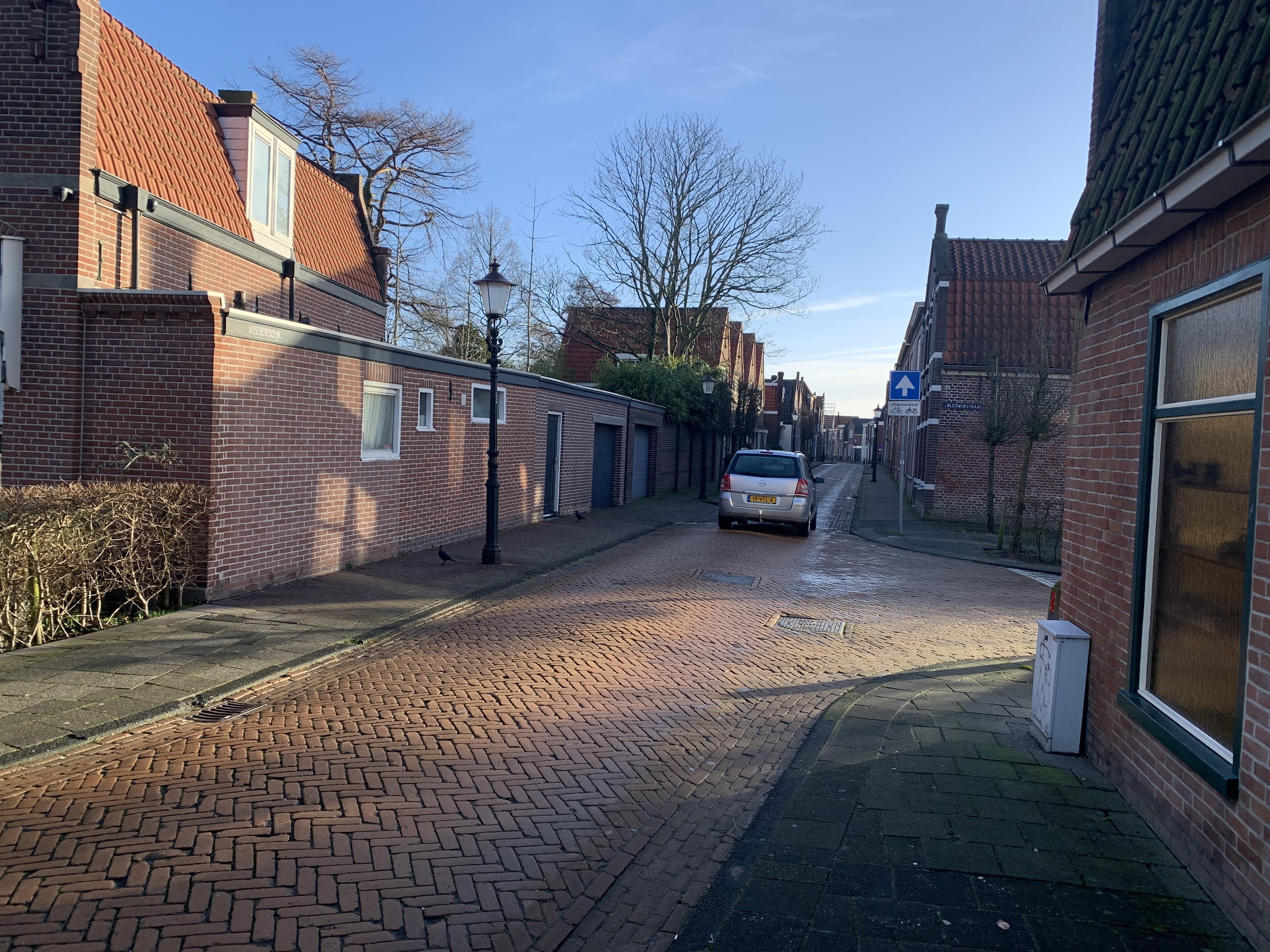 Enkhuizers voelen zich niet gezien in parkeerplannen gemeente: 'Leefbare binnenstad mét auto's'