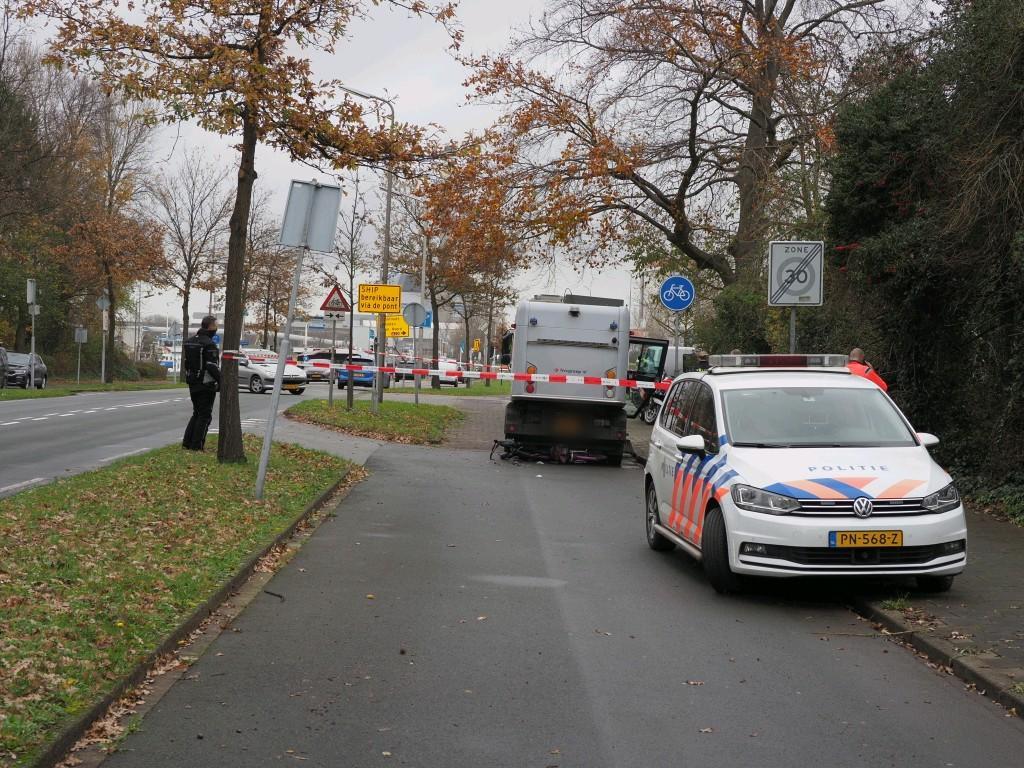 Fietser geraakt door veegwagen in Velsen-Zuid