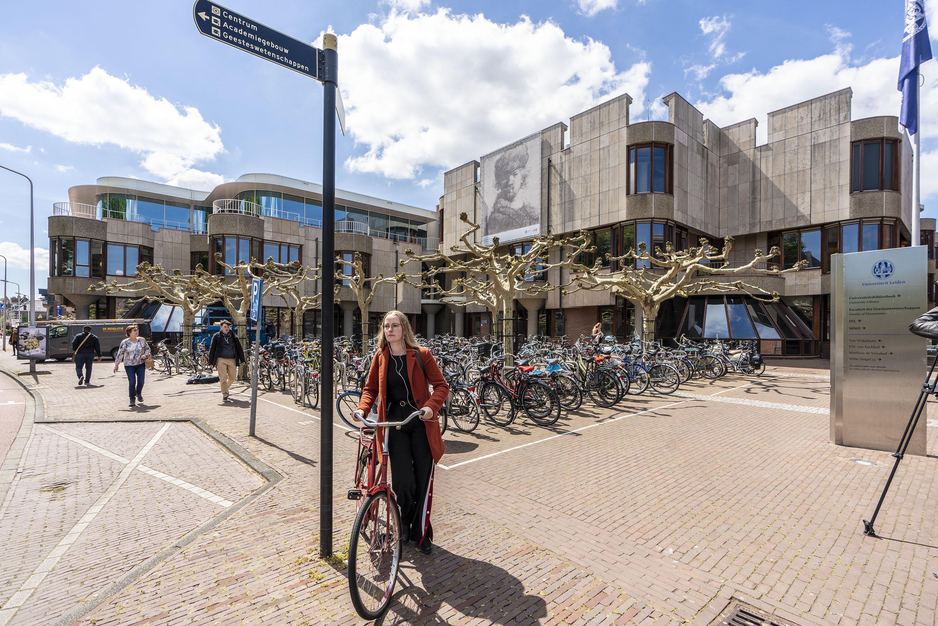 Zeven Rembrandts aan gevels universiteit