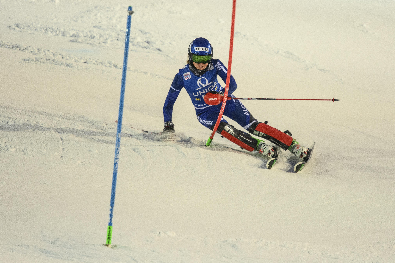Alpineskiester Jelinkova uit Oegstgeest dag na kwalificatie per brancard afgevoerd
