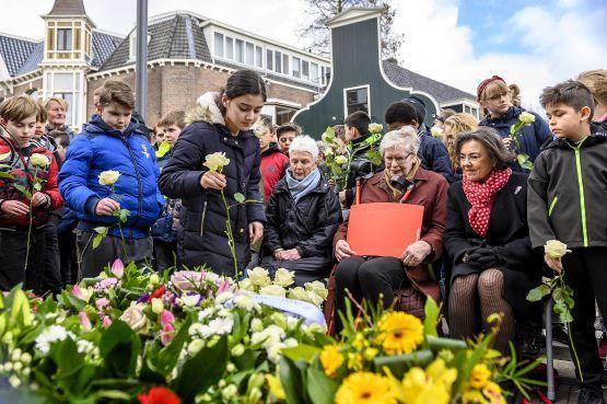 Gerdi Verbeet bij herdenking Hannie Schaft in Zaandam: 'Oorlog is niet normaal' [video]