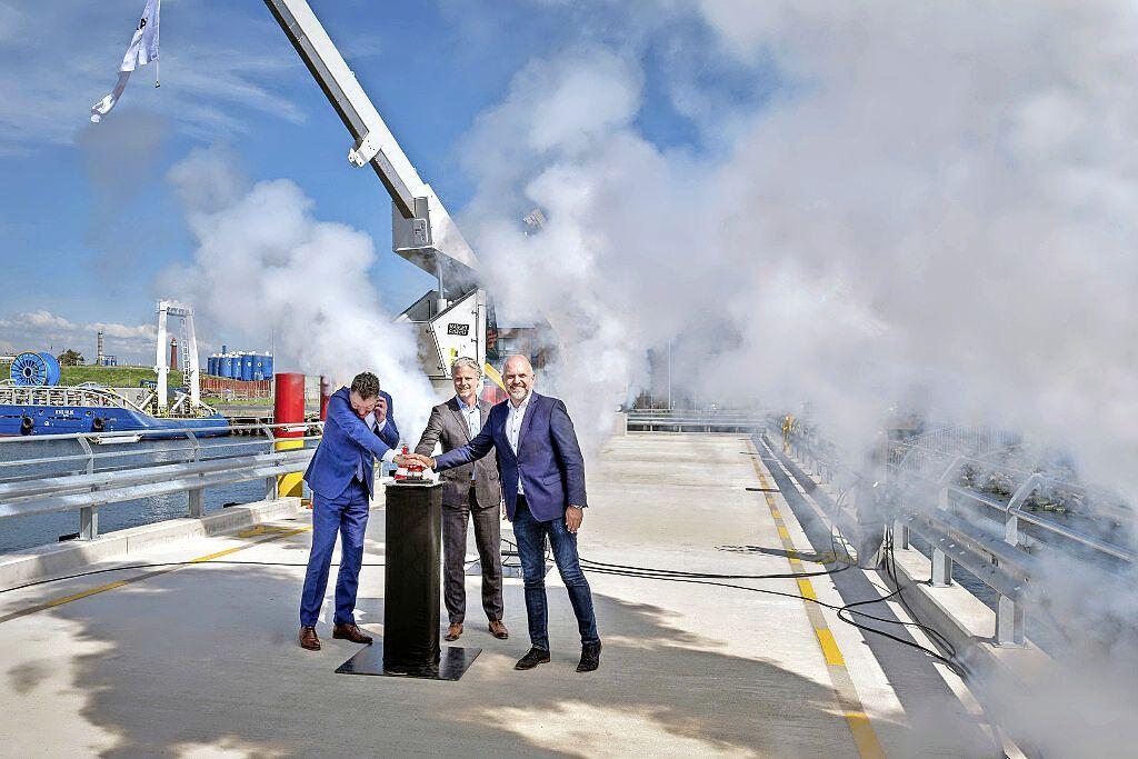 Nieuwe steiger in IJmondhaven geopend: 'Velsen wordt de hoofdstad van offshore wind'