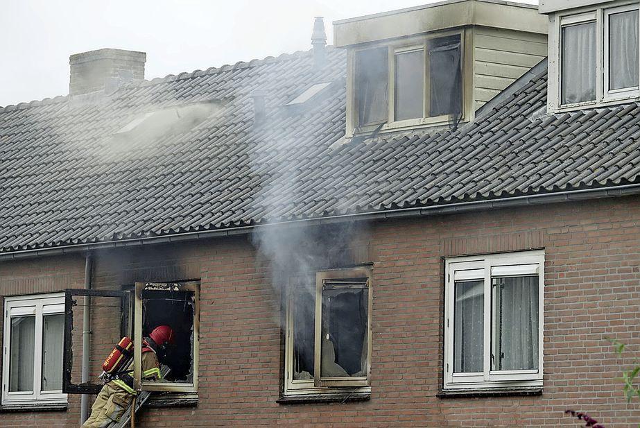 Huis onbewoonbaar door brand in meterkast in Landsmeer