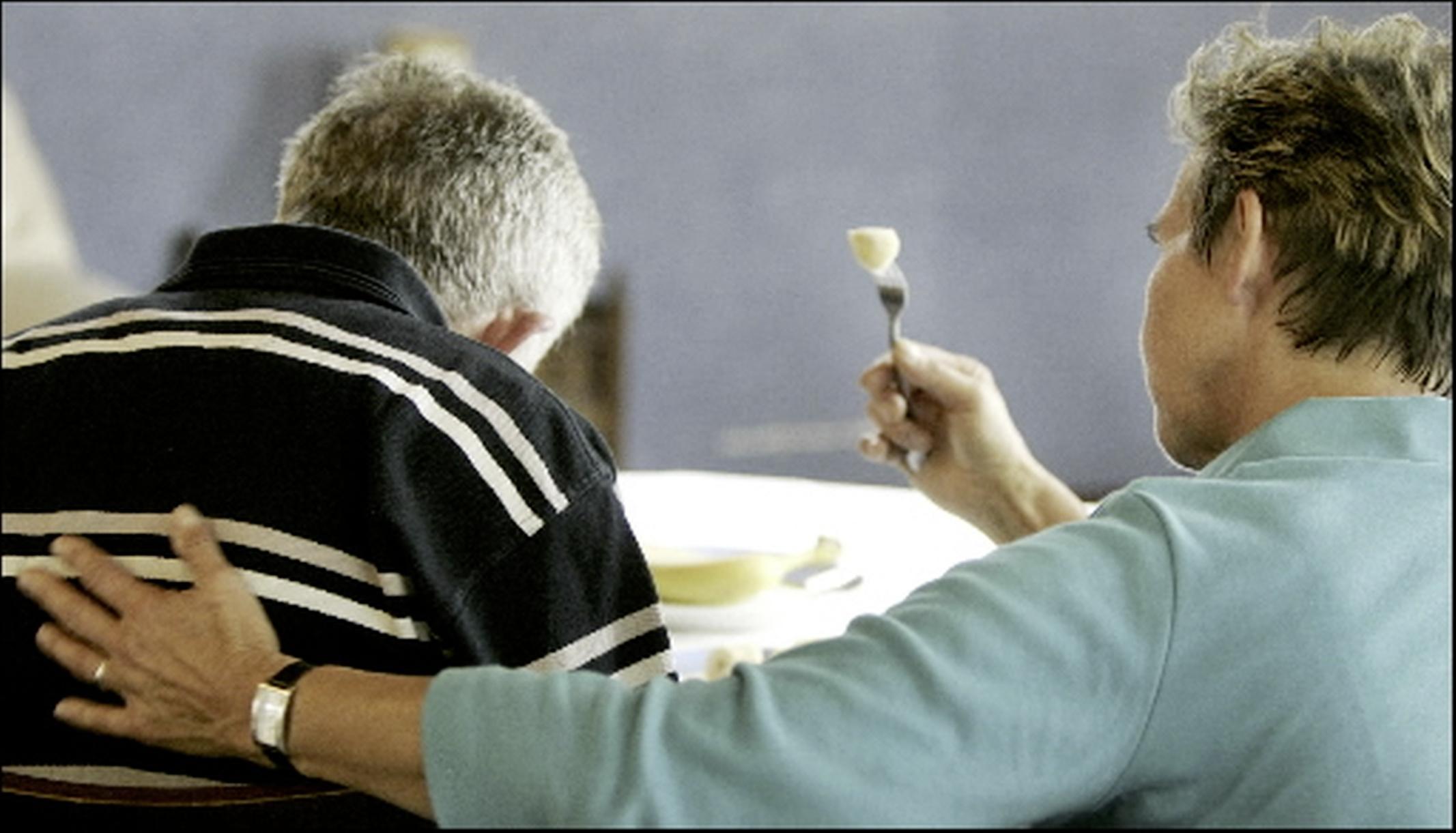 Coronajaar zorgt voor extra belasting en toename mantelzorgers; dementie vraagt meeste zorg in Schagen en Hollands Kroon, ouderdomskwalen bovenaan in Den Helder