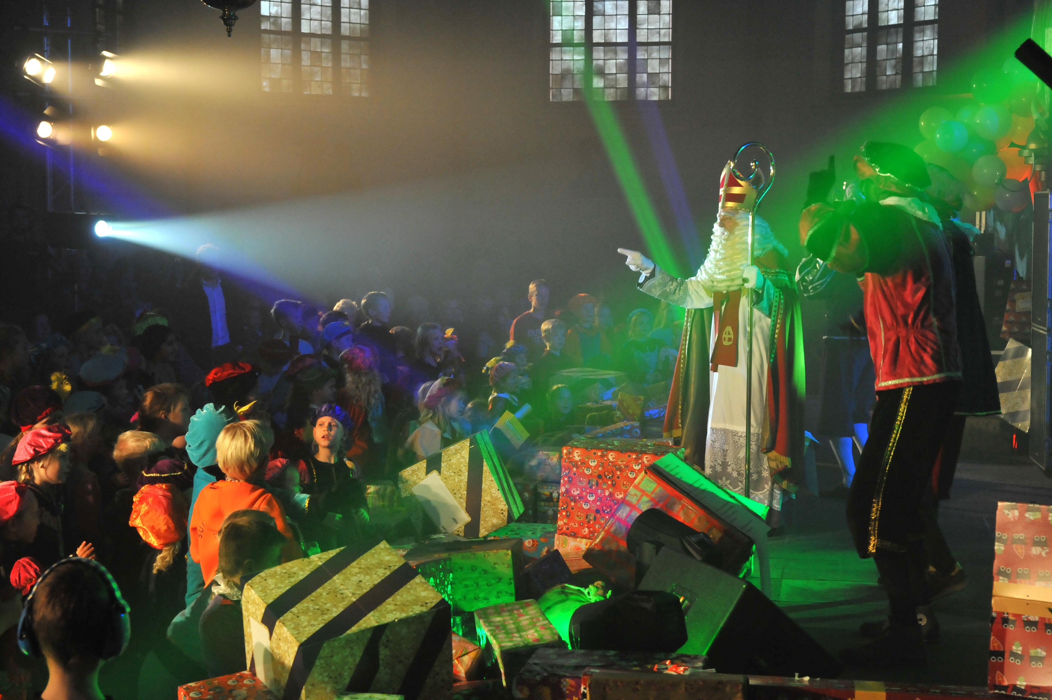 Pancratiuskerk in Castricum tot de nok toe vol voor Sinterklaas