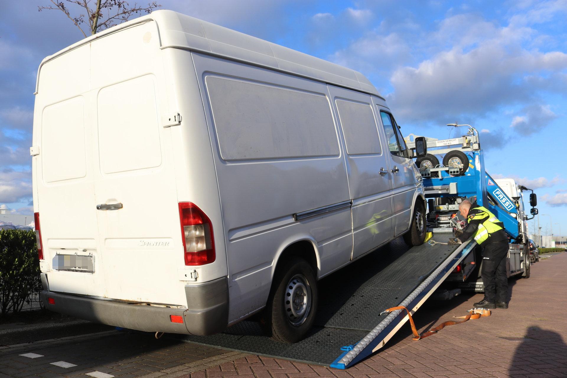 Bijna twee weken na inbraakpoging Rijnsburg wordt door politie gezochte Duitse bestelbus gevonden