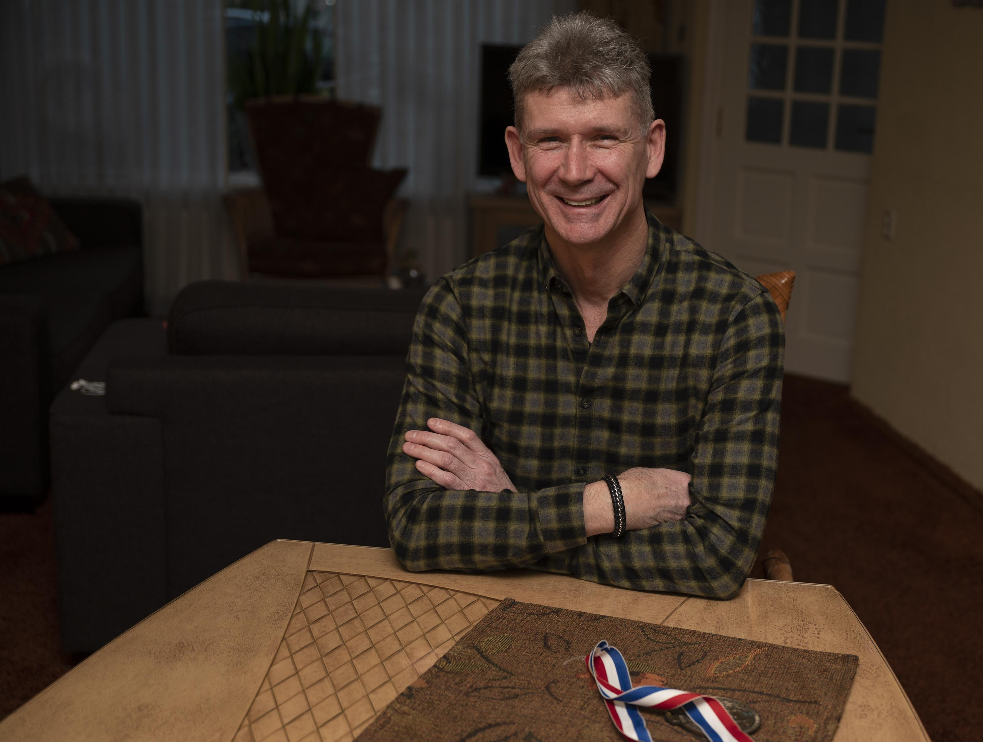 Volendammer Jan Smit begon pas op z'n achttiende met taekwondo, het weerhield hem er niet in van om in 1990 de wereldtitel te veroveren in de sport die tien jaar later olympisch werd