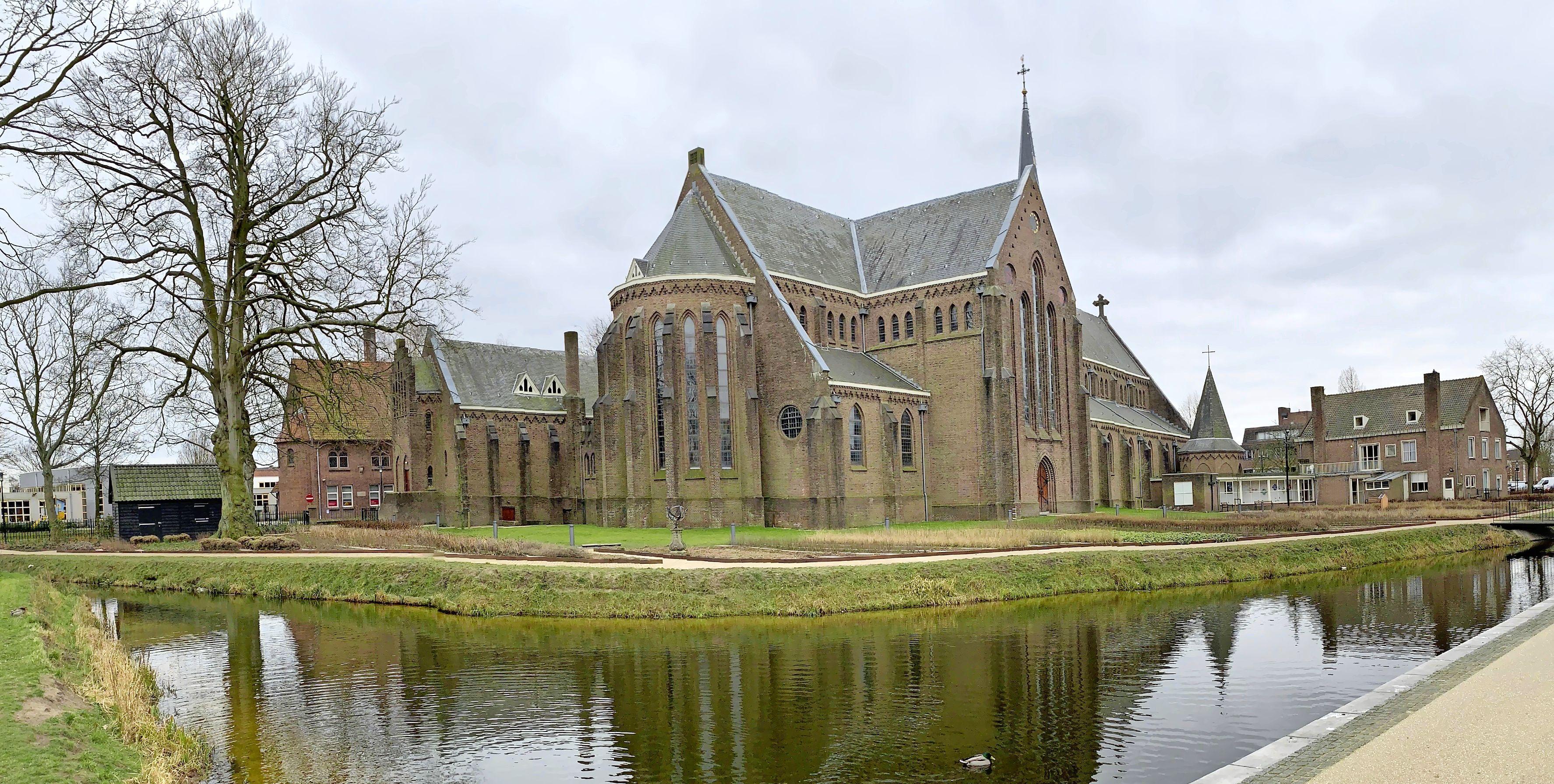 Hillegomse Martinuskerk wil weer een zuiver klinkend orgel en heeft daarvoor veel geld nodig: 'Bij de huidige lijkt het soms alsof de orgelpijp over z'n nek gaat'