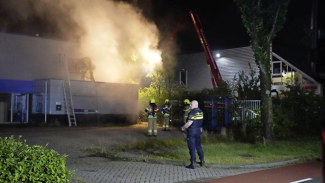 Veel rook bij brand in bedrijfspand in Alkmaar