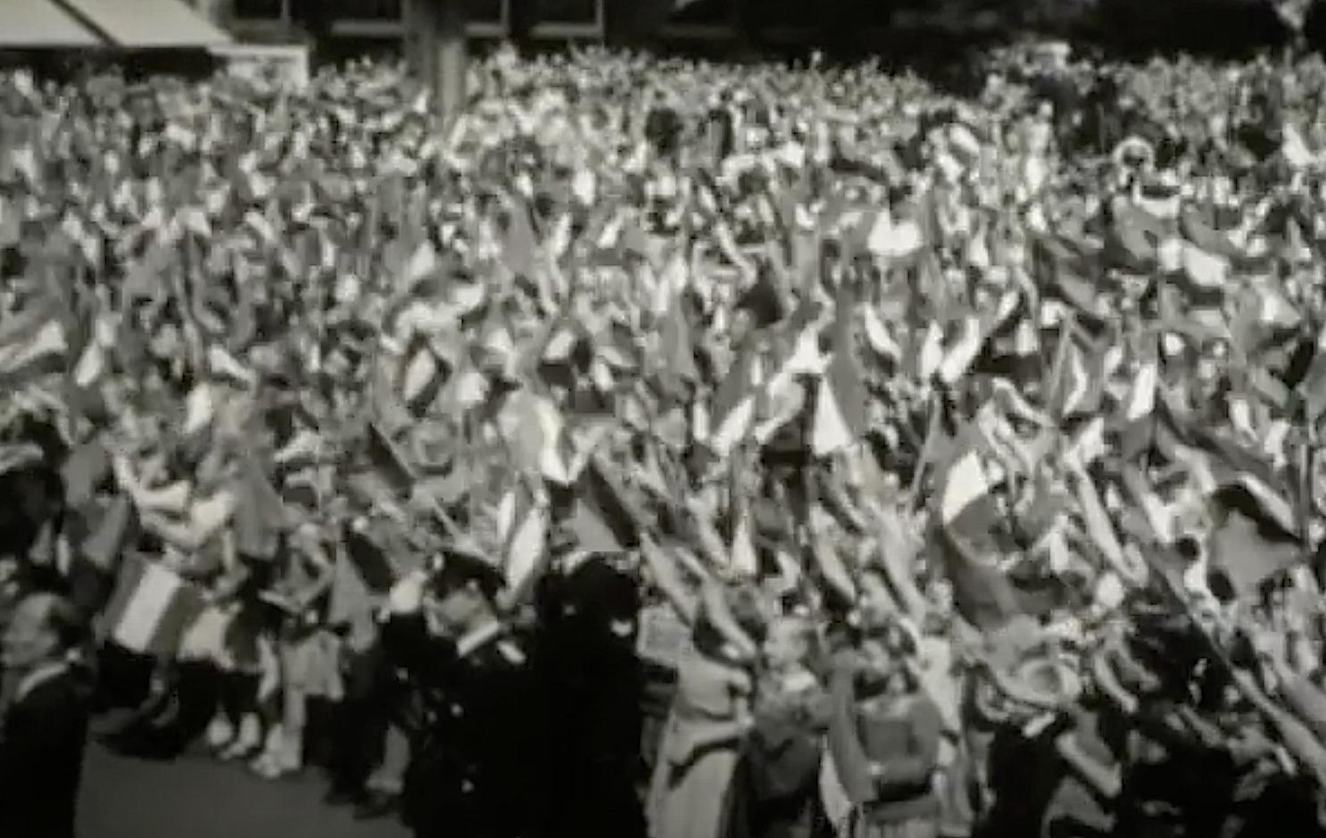 Bewegend Verleden: Duizenden Haarlemmers begroeten Juliana en Bernhard, 1949 [video]