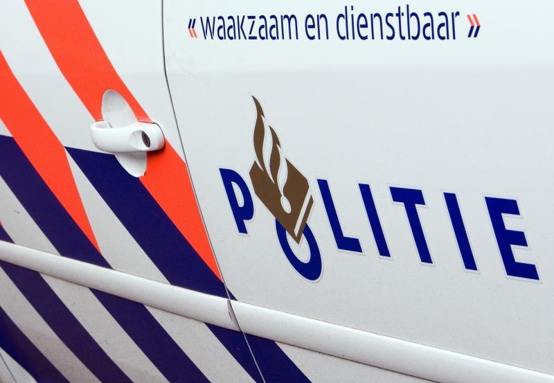 Inbreker komt vast te zitten in gordijn van woning in Warmond en wordt aangehouden