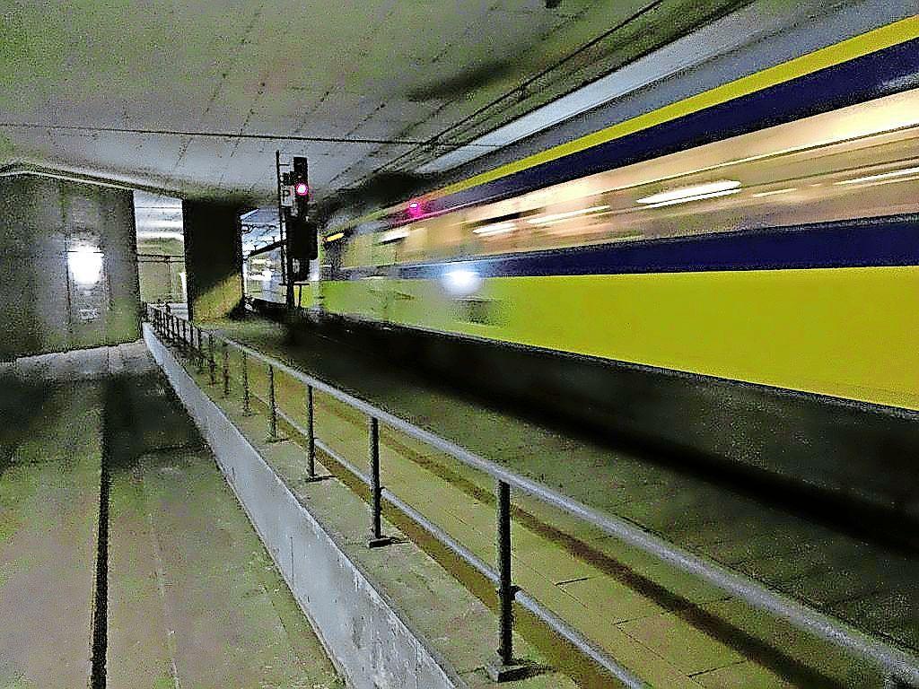 Minder treinen rond Schiphol door rook in tunnel