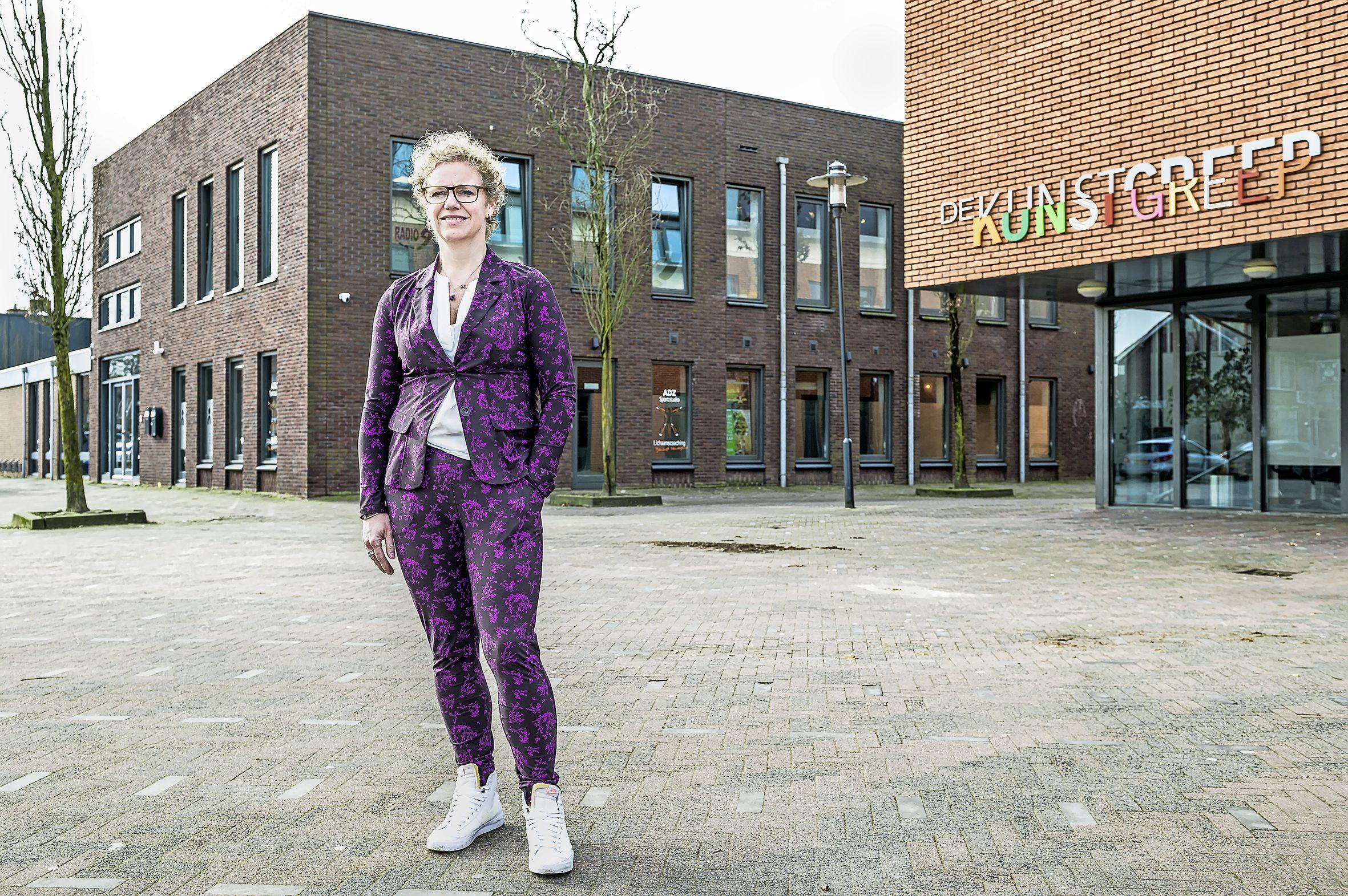 Sportscholen trainen buiten, alleen ADZ mag het niet van Oostzaan. 'Ze maken mijn sportschool stuk'