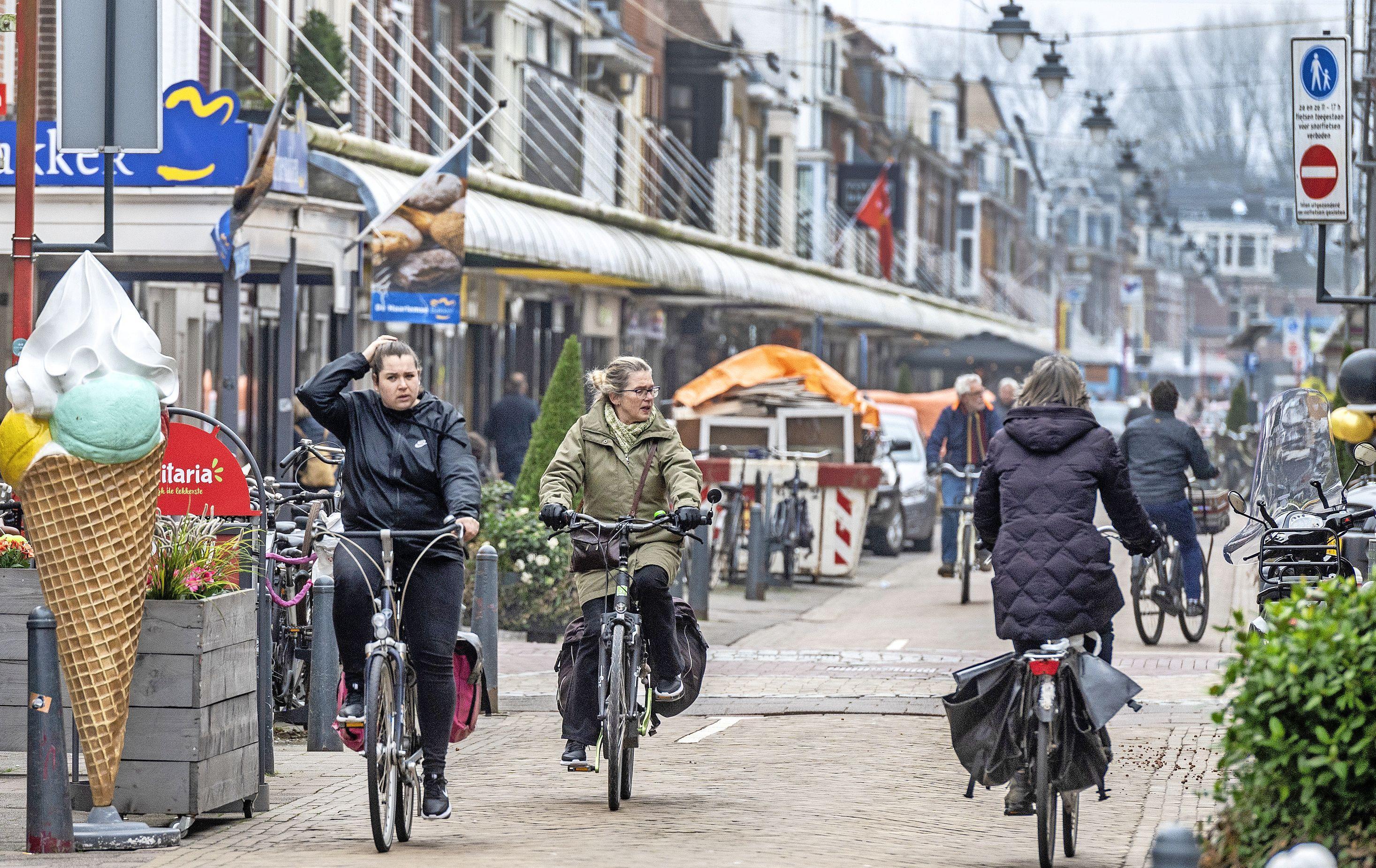 Grote pinstoring in Haarlemse winkelstraat, in veel zaken alleen contant betalen