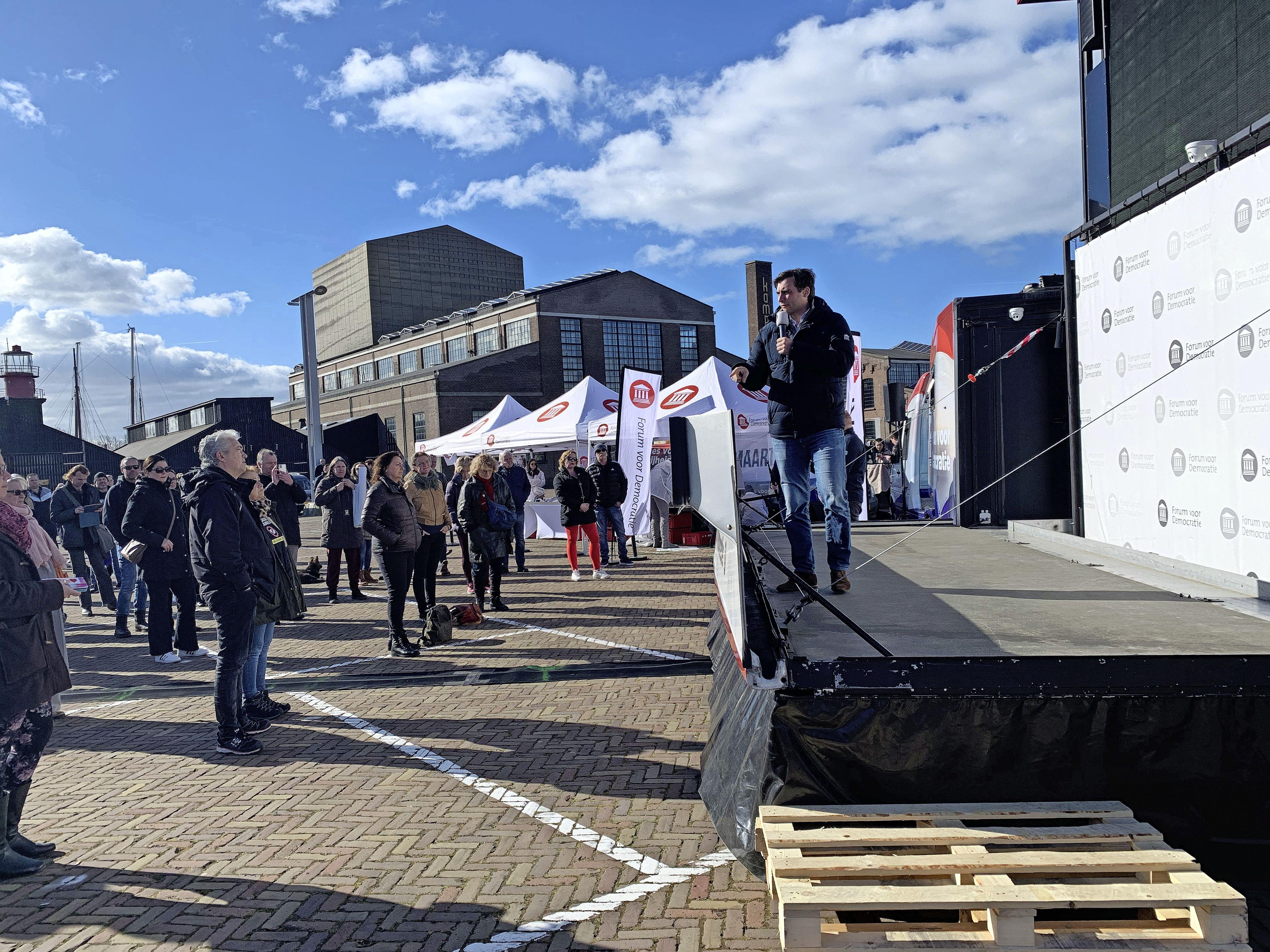 Forum voor Democratie op tournee in Den Helder, 'waar het ooit is begonnen': 'Thierry Baudet is hier populair omdat hij geen sprookjes vertelt'