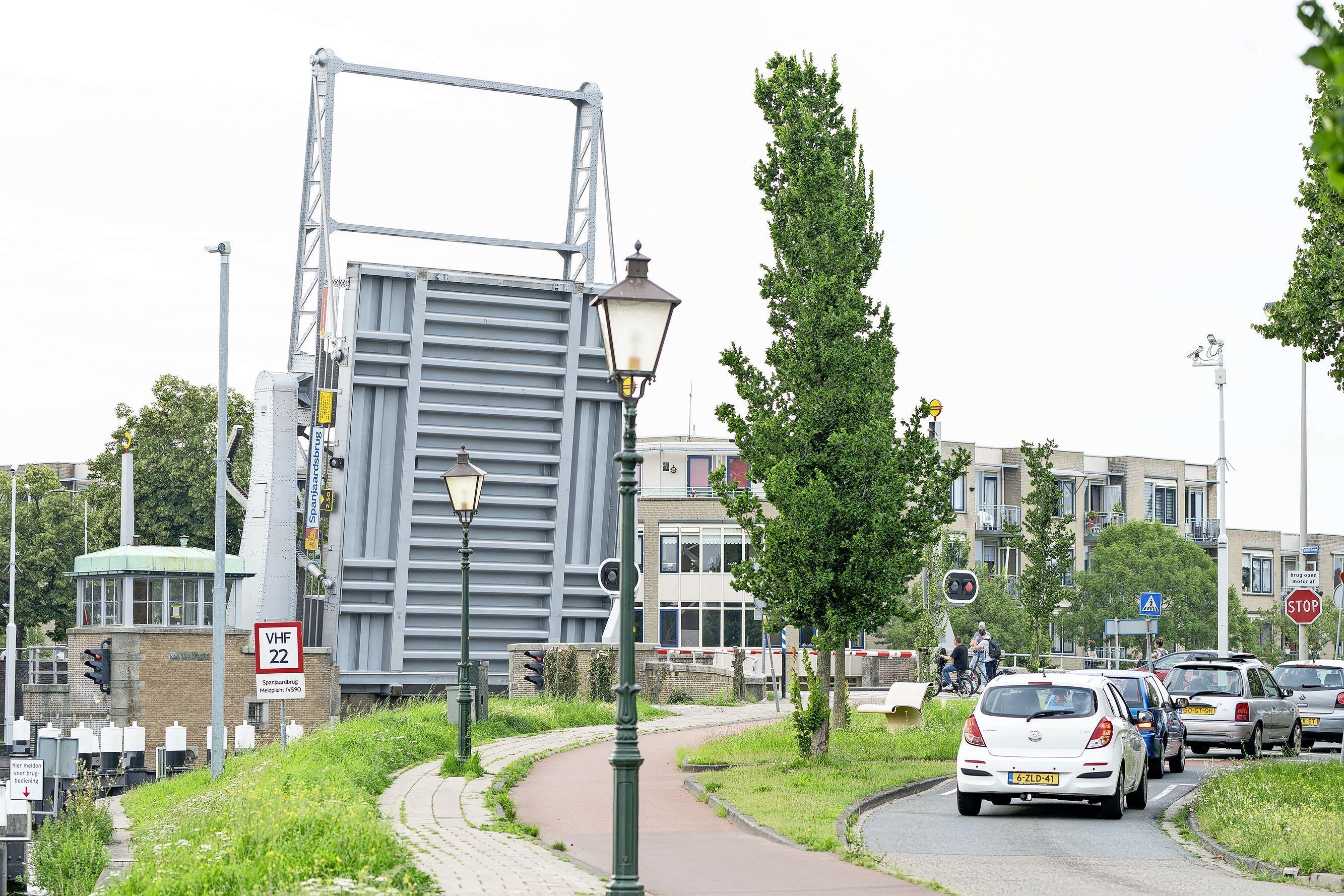 Oppositie Leiderdorp pleit weer voor veiliger kruising bij Spanjaardsbrug
