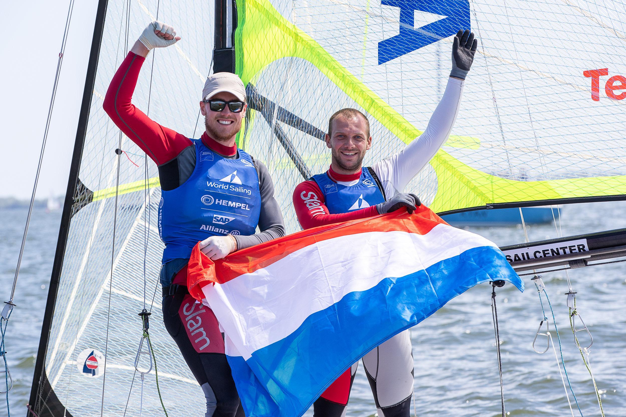 Nederlandse olympische zeilteams sluiten toernooi in Medemblik in stijl af: goud voor de vrouwen en de mannen in 49'er-klasse