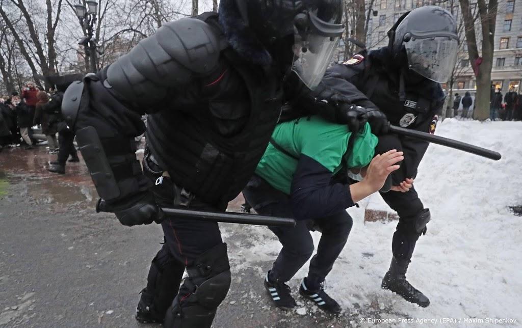 Ruim 3300 aanhangers Navalni opgepakt