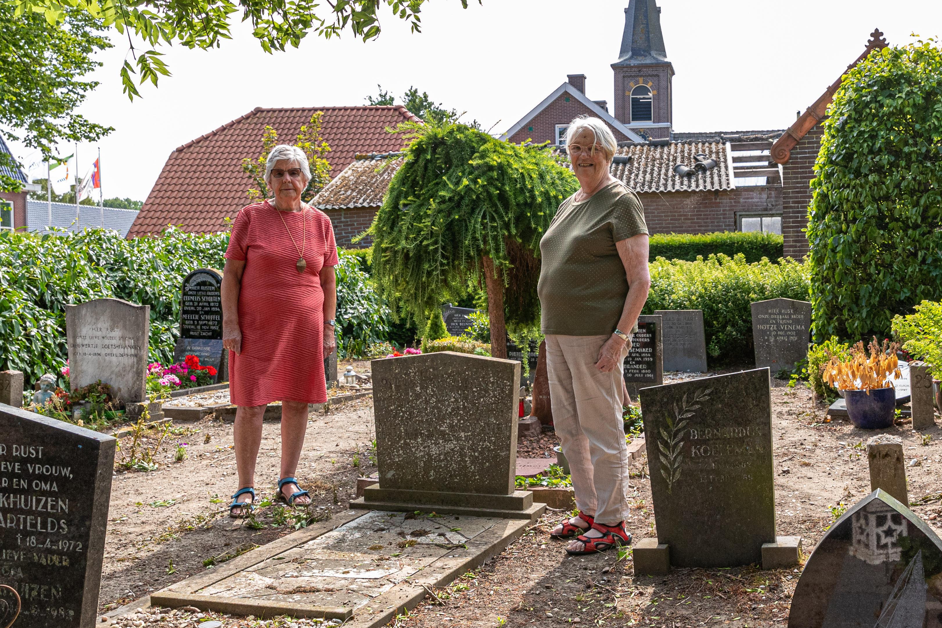 Scharwouders nemen kerkhof over uit angst dat begraafplaats anders wordt opgeheven