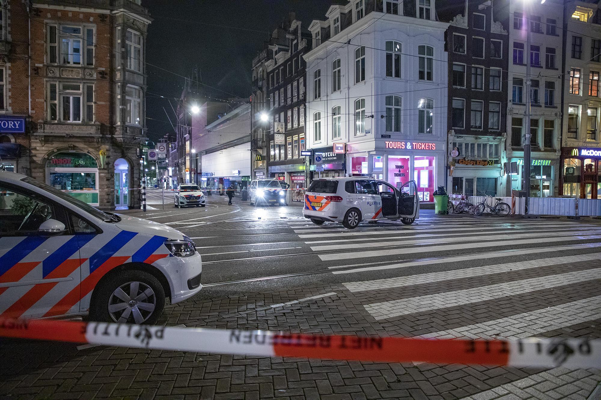 Man uit Zaanstad (30) die driemaal op Amsterdamse politiewagen inreed verdacht van poging tot doodslag