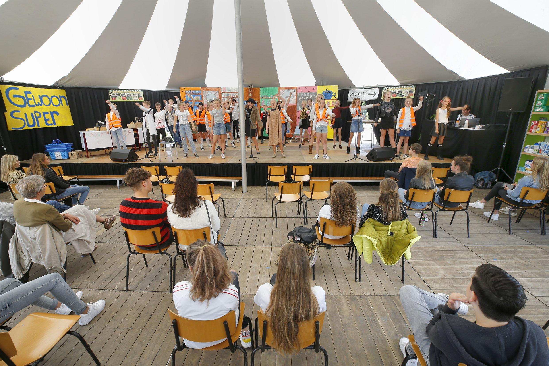 De eindmusical op de basisschool: voor de kinderen van de Hoge Ven in Warmenhuizen dit jaar een topprestatie. 'Normaal voorbereiden vanaf meivakantie, nu in zeven dagen'
