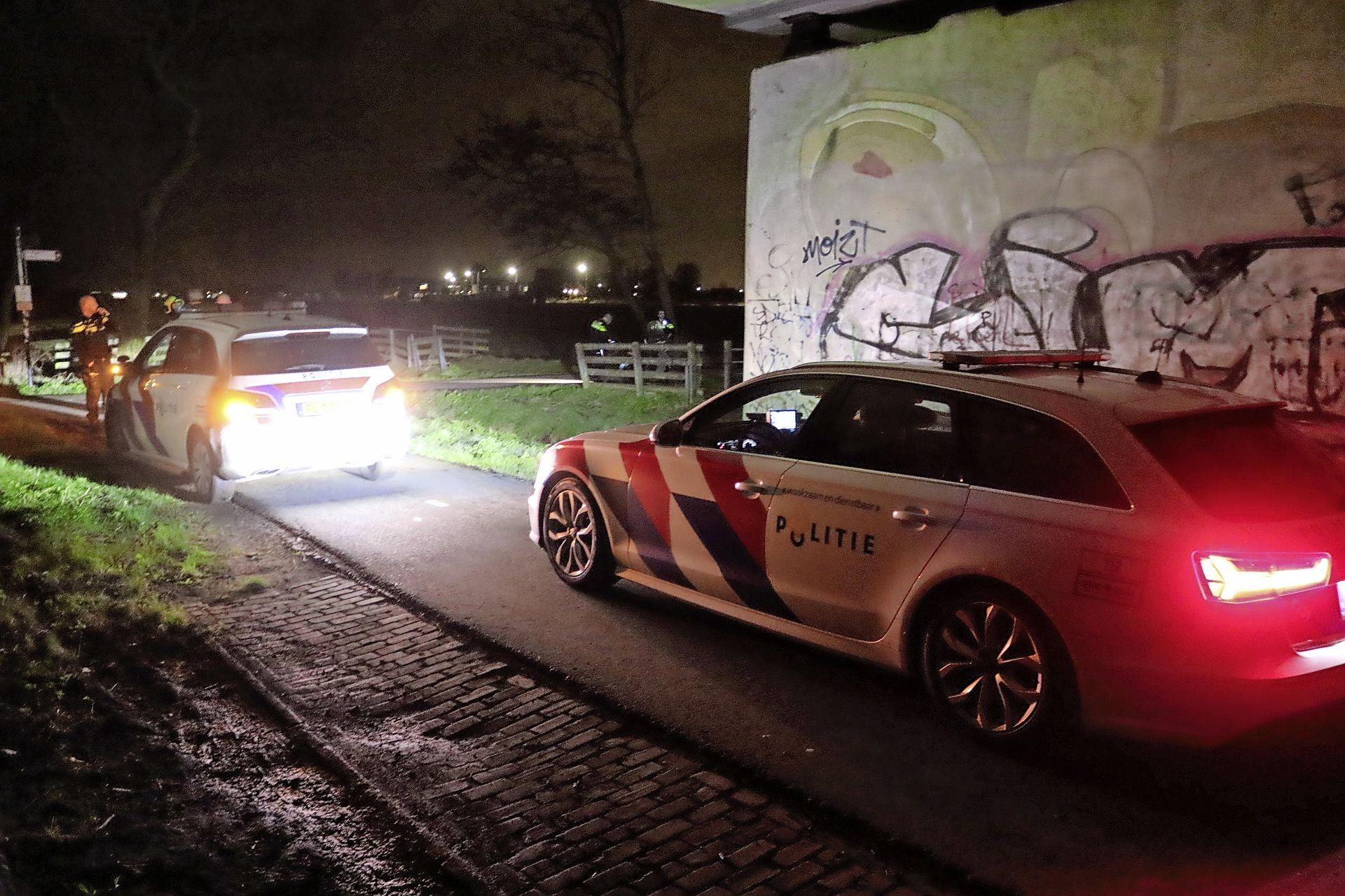 Jongeren vluchten snelweg over na brandstichting tijdens avondklok in Sassenheim