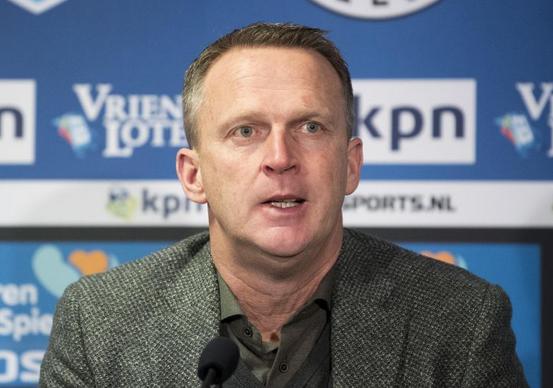 Duel schorsing Van den Brom na kritiek op Blom