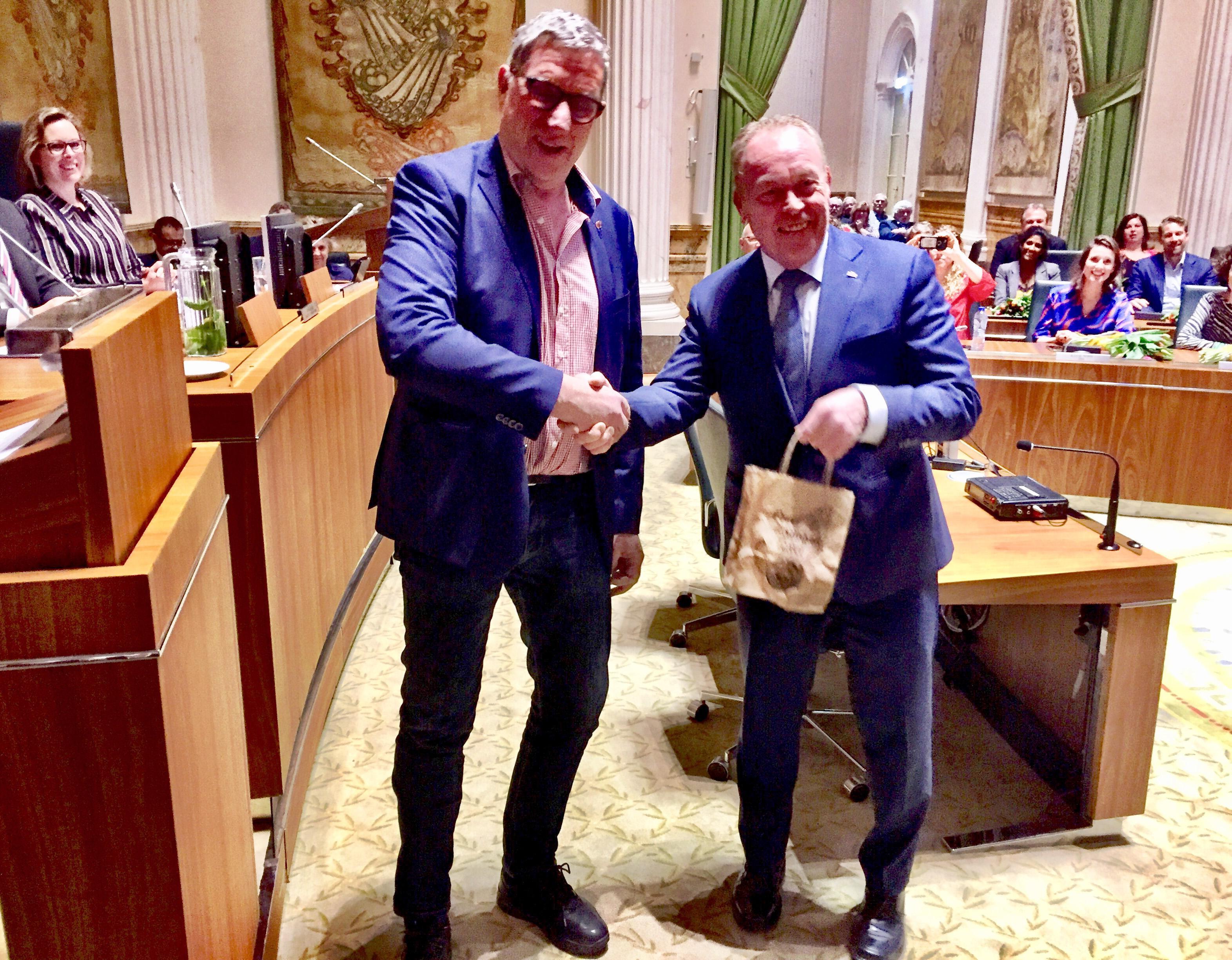 Noord-Holland krijgt er in één avond 37 'ambassadeurs' bij: Statenleden nemen afscheid