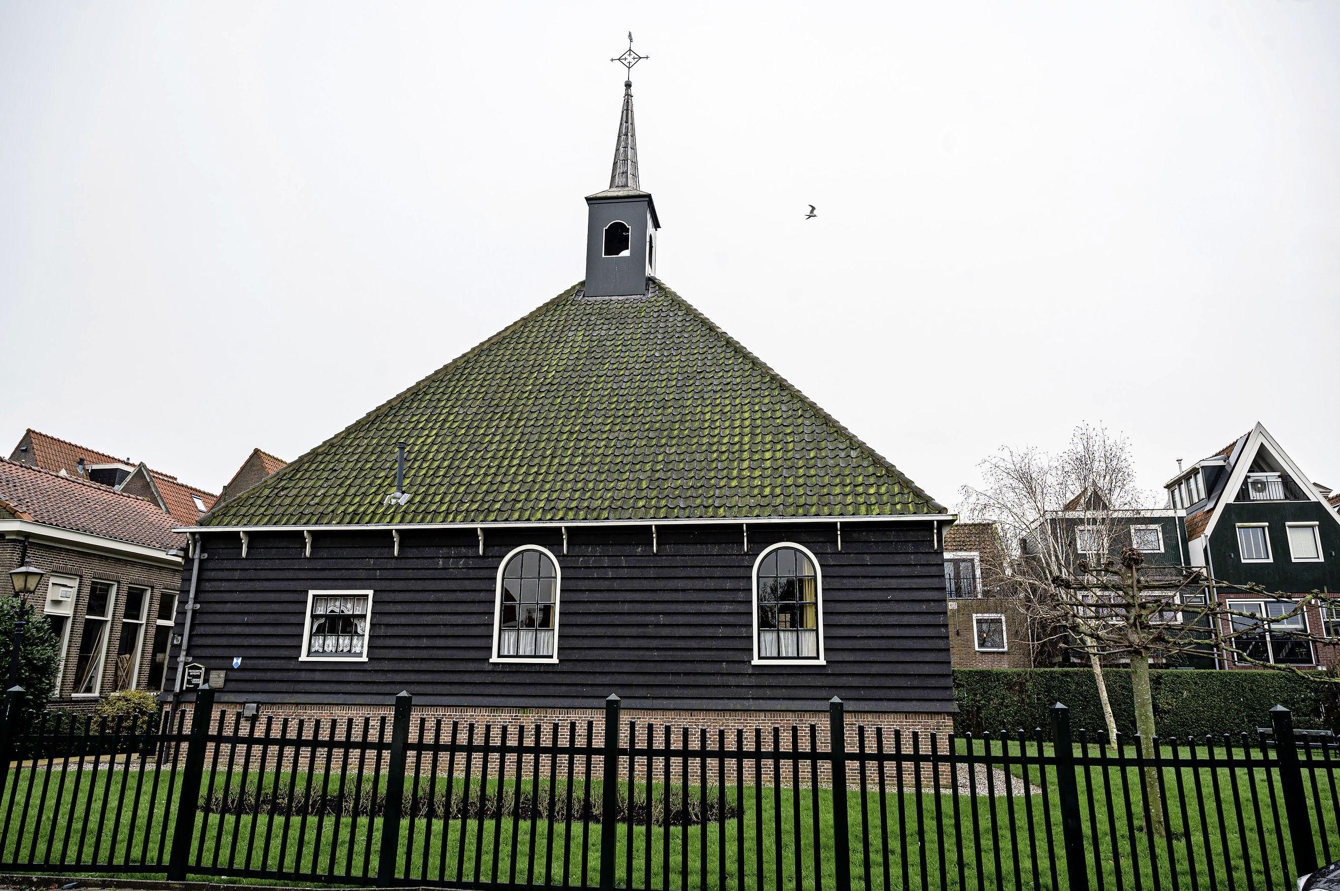 'Stolphoevekerkje in Volendam wordt echt niet zomaar een woning of een bedrijf'; zorgen zijn volgens wethouder Runderkamp ongegrond