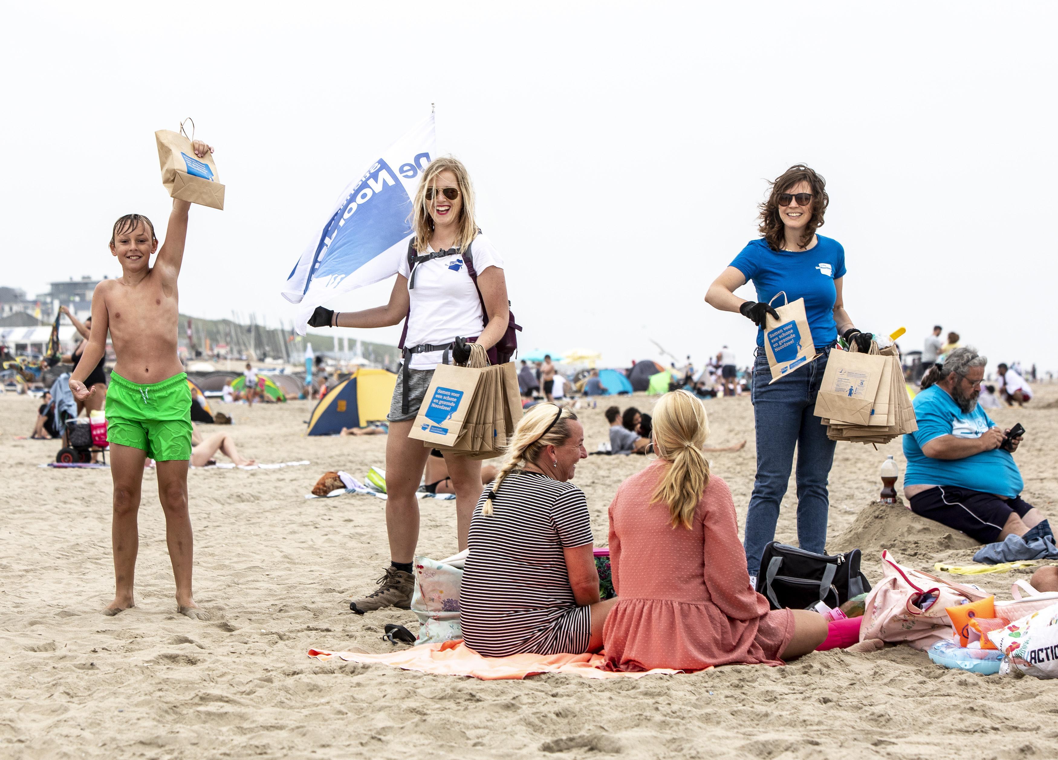 Aandacht voor afval op het strand van Zandvoort en elders blijft nodig, want: 'Mensen zien het strand als één grote asbak'
