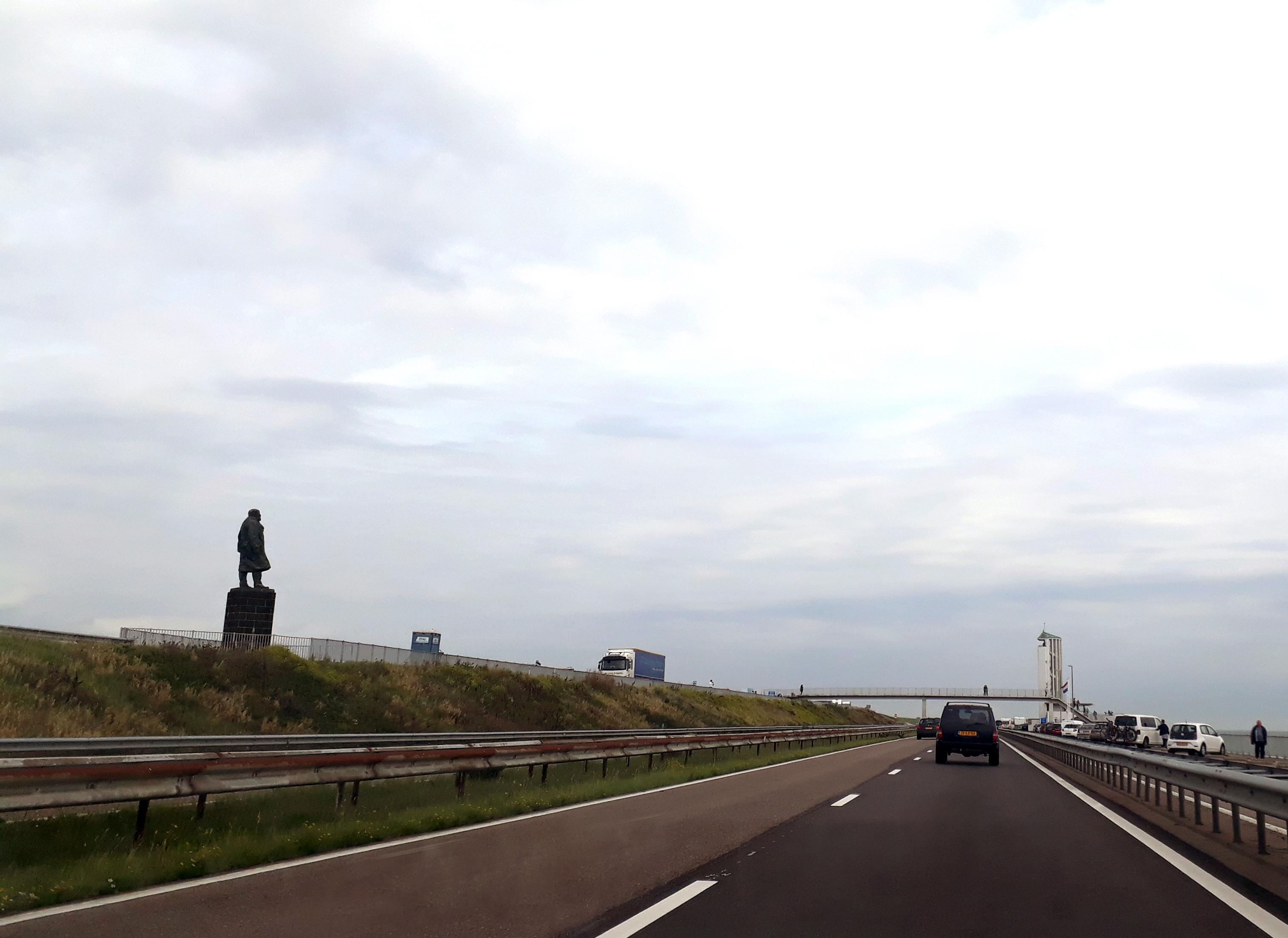 Man (48) die onder invloed en met 200 kilometer per uur een dodelijk ongeval veroorzaakte op de Afsluitdijk gaat in hoger beroep tegen zijn straf