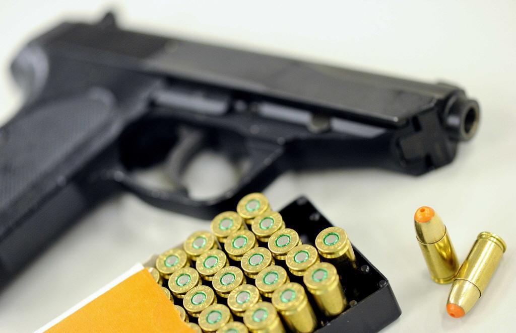 Snorder met vuurwapen opgepakt op Schiphol