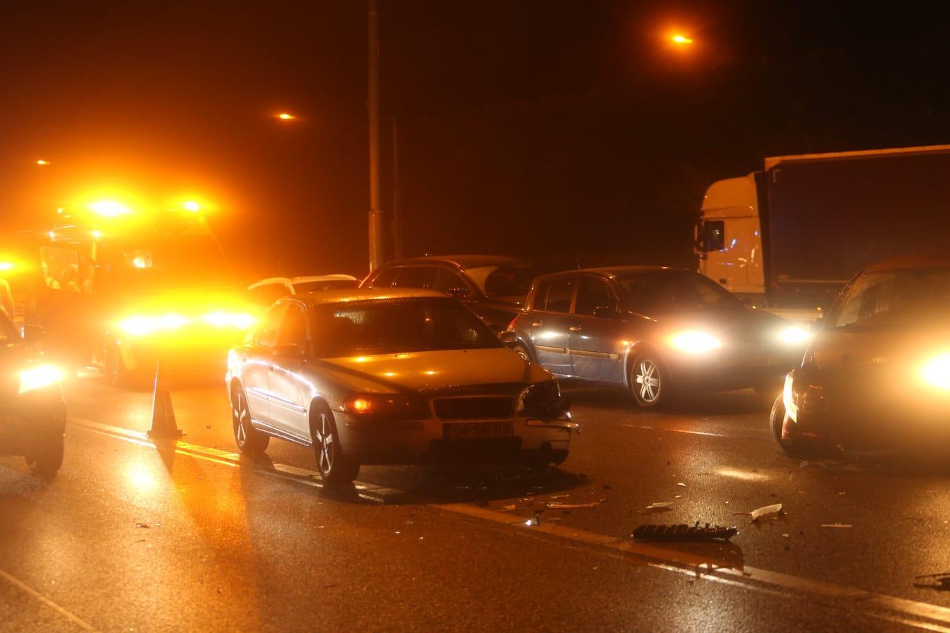 Vijf auto's betrokken bij kettingbotsing op A1 bij Huizen, weg inmiddels weer vrijgegeven [update]
