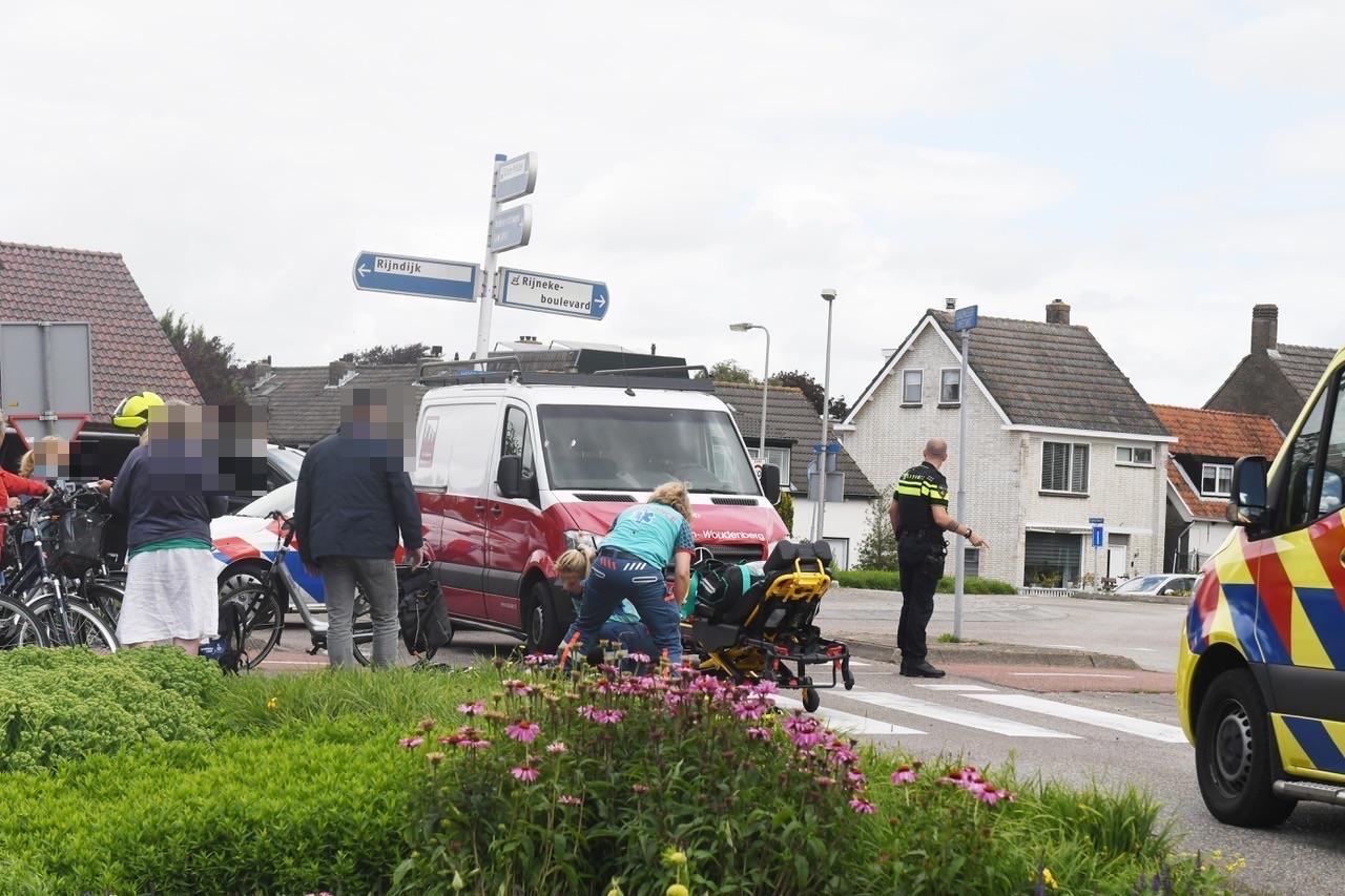 Fietser gewond bij aanrijding met bedrijfsbusje in Zoeterwoude