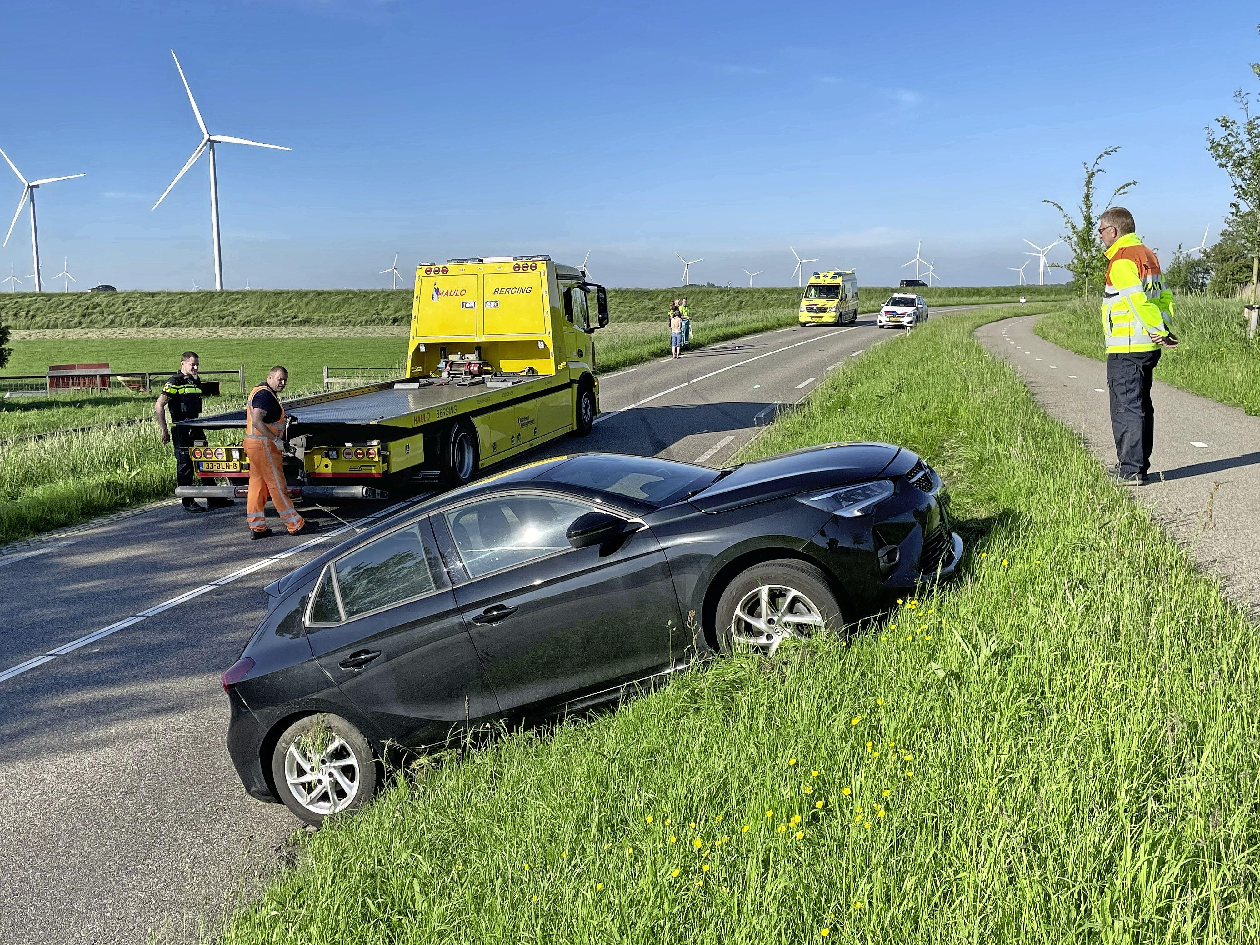 N248 bij Kolhorn bijna twee uur dicht door botsing tussen twee auto's