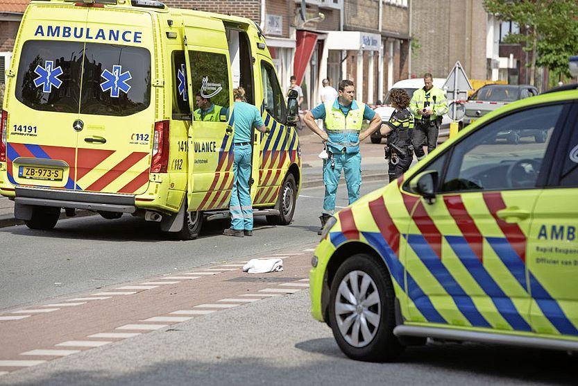 Vrouw geschept door auto in Hilversum: traumaheli ingezet, politie start uitgebreid onderzoek