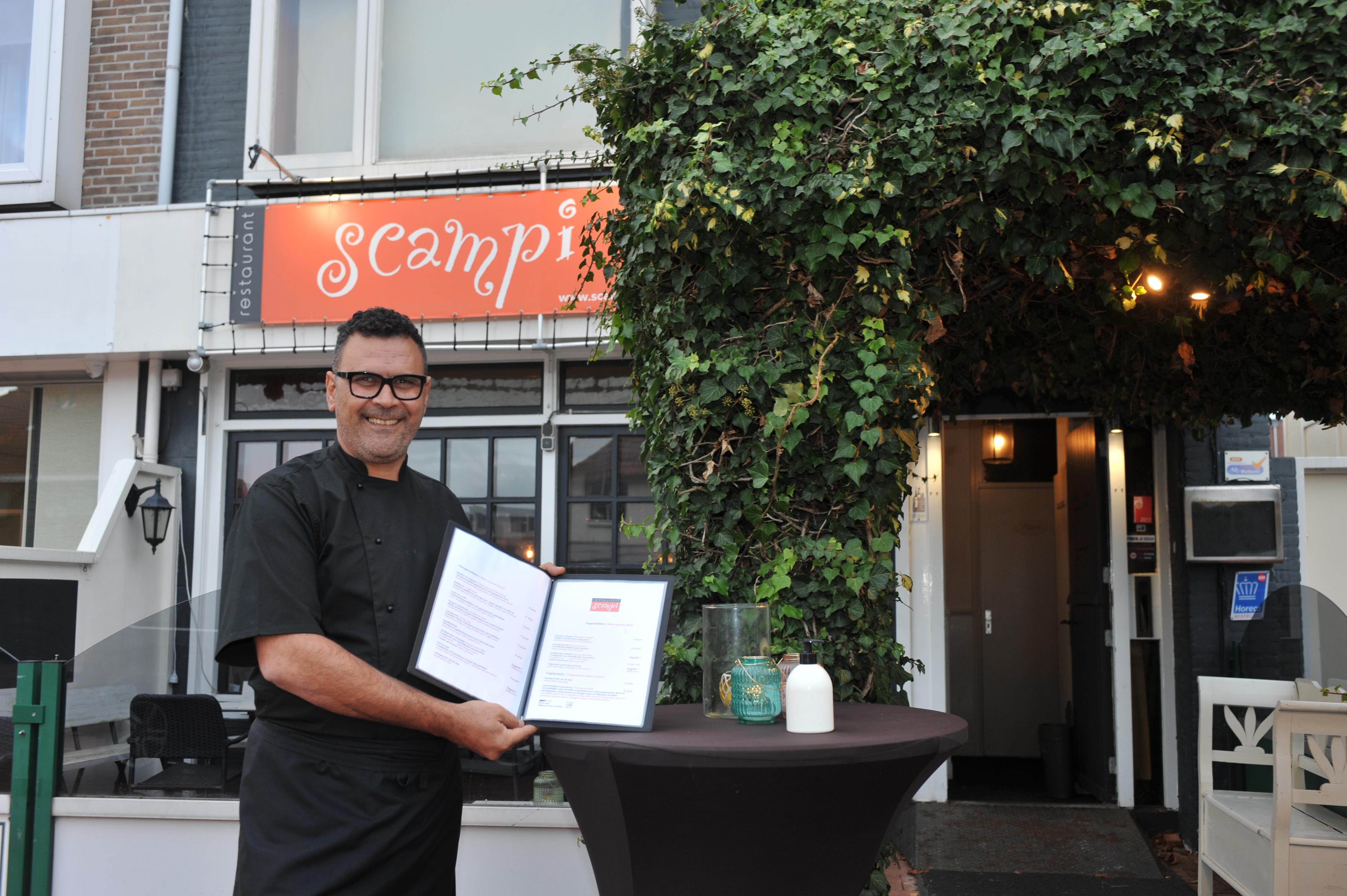 Vanaf zaterdag kunnen liefhebbers van mediterraans eten de maaltijden ook laten bezorgen door Scampi in Velsen-Noord