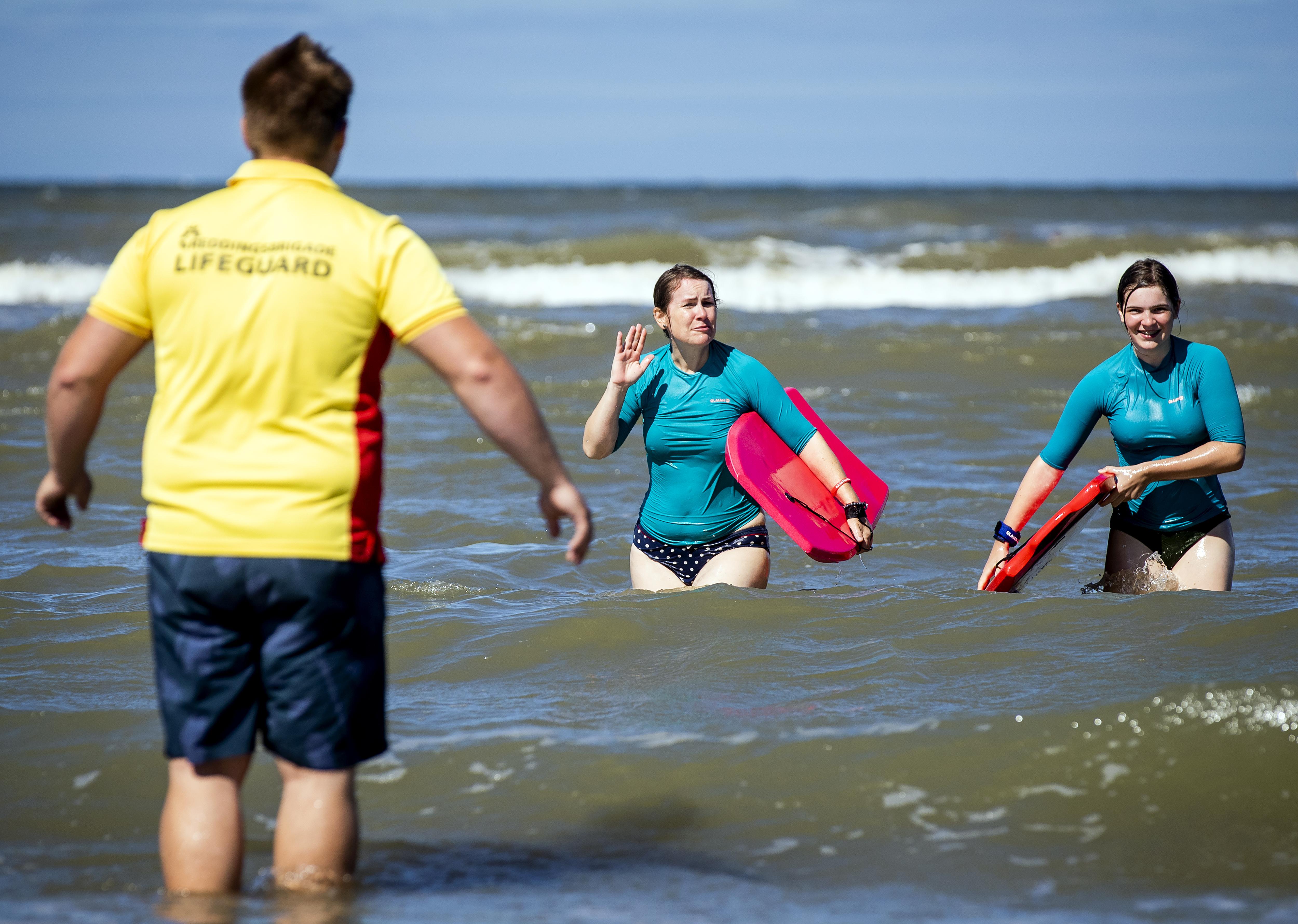 Veiligheidsregio's zetten NL-Alert in omdat strandgangers rode vlag negeerden